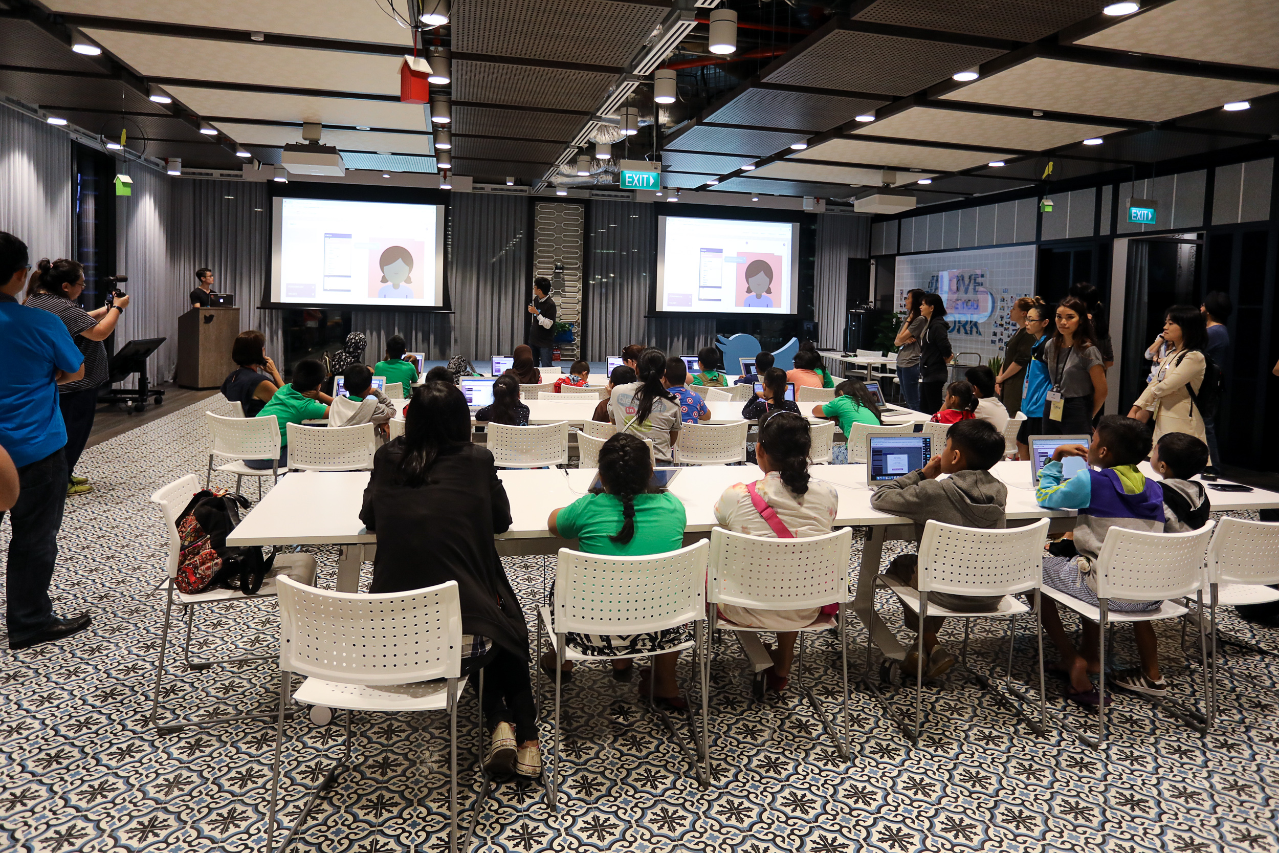 A highly engaging private tour and workshop at Twitter, Singapore!