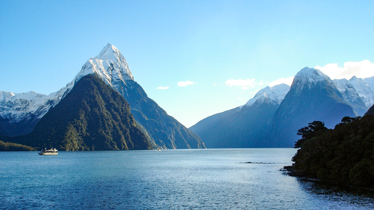 New Zealand Milford Sound Lakes and Mountains