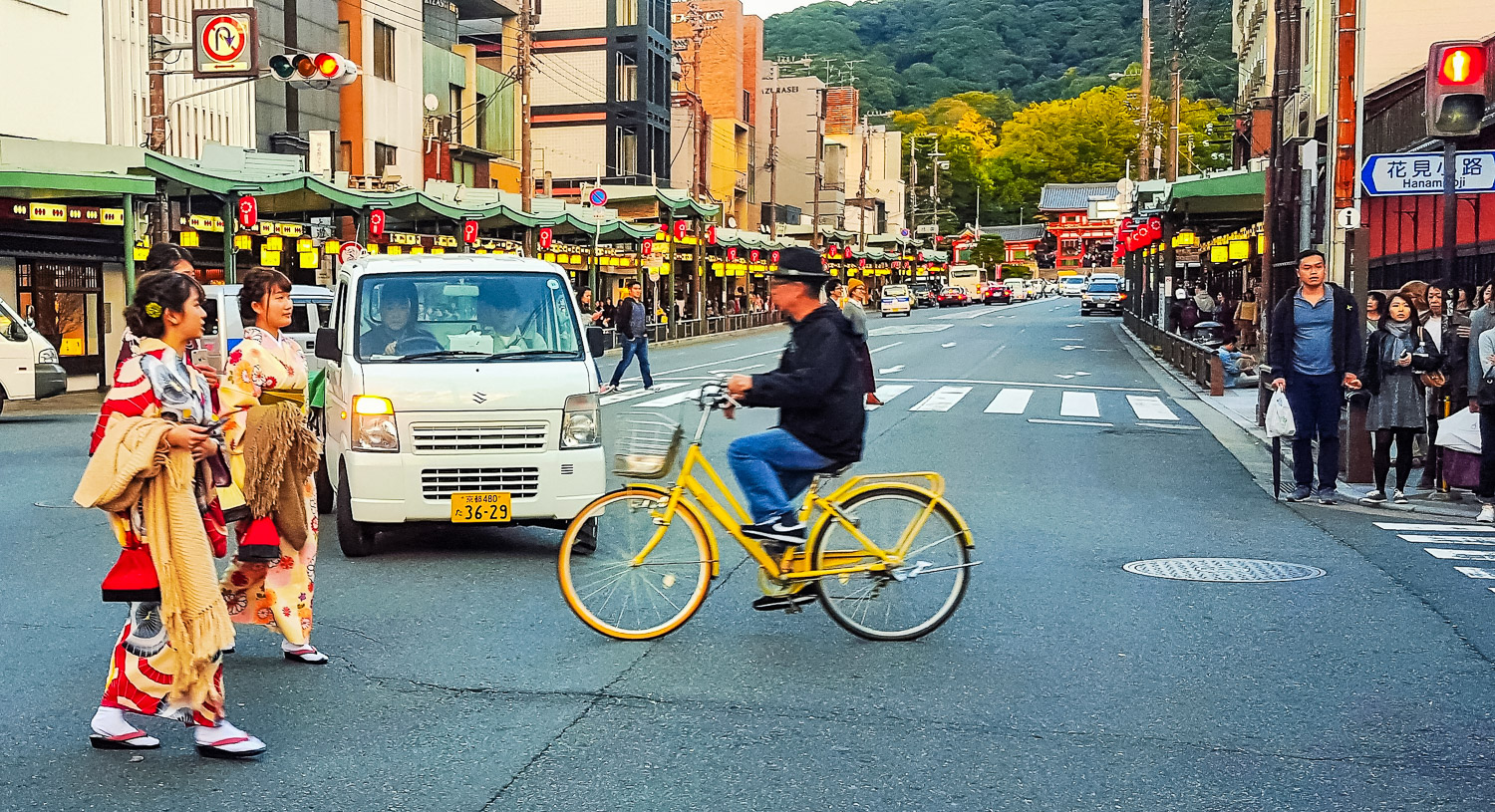 Gion - Why You Should Experience Kyoto by Bicycle - The Wayward Post.