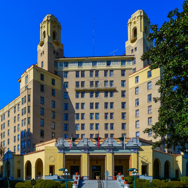 A grand old hotel, The Arlington. Photo by Johanna Read TravelEater.net - Wayward Weekend - 6.jpg