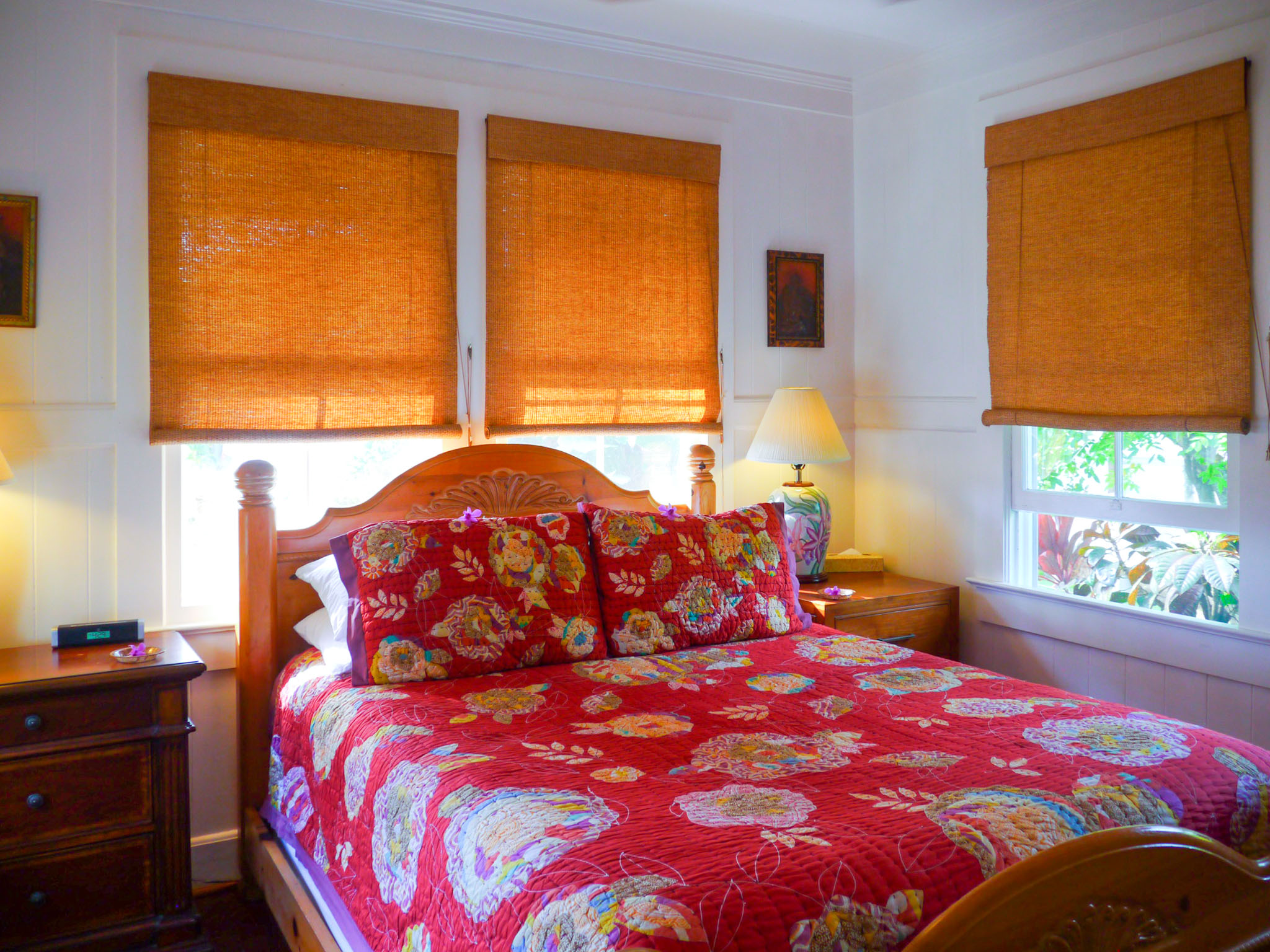 Ohana House bedroom. Fern Grotto Inn. Photo by Johanna Read TravelEater.net