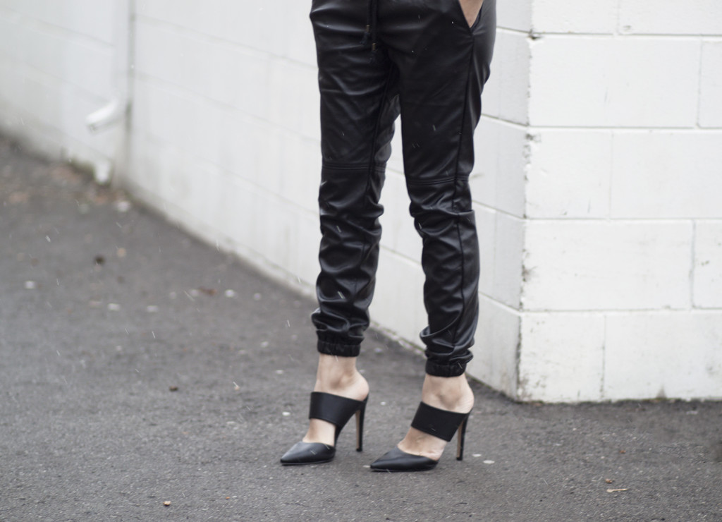 leather-joggers-cutout-mules-streetstyle-1024x740.jpg