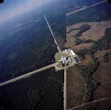 Photo by Kanijoman (Flickr: Laboratorio LIGO en Louisiana) [CC BY 2.0 ( http://creativecommons.org/licenses/by/2.0 )]