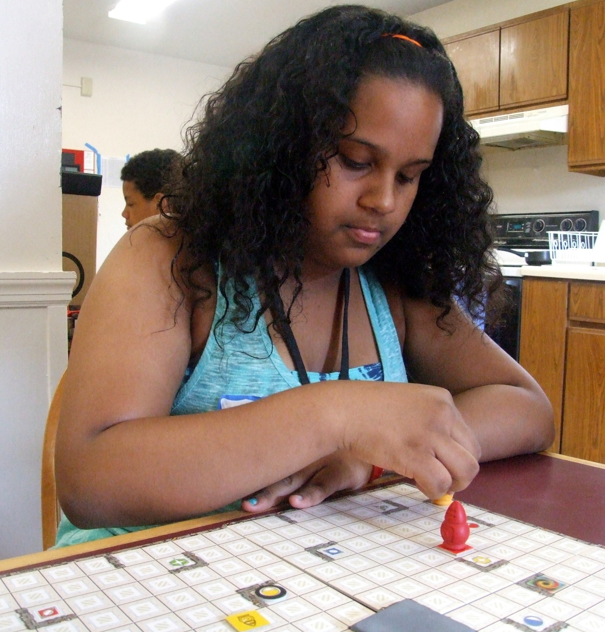 Crisleidy plays her favorite board game, Ricochet Robots, at BEAM 7 in 2013.