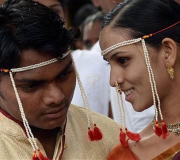 140709-india-wedding-745a_e05ee82416a49cdd8c3b46f65886bf7c.nbcnews-fp-360-320.jpg