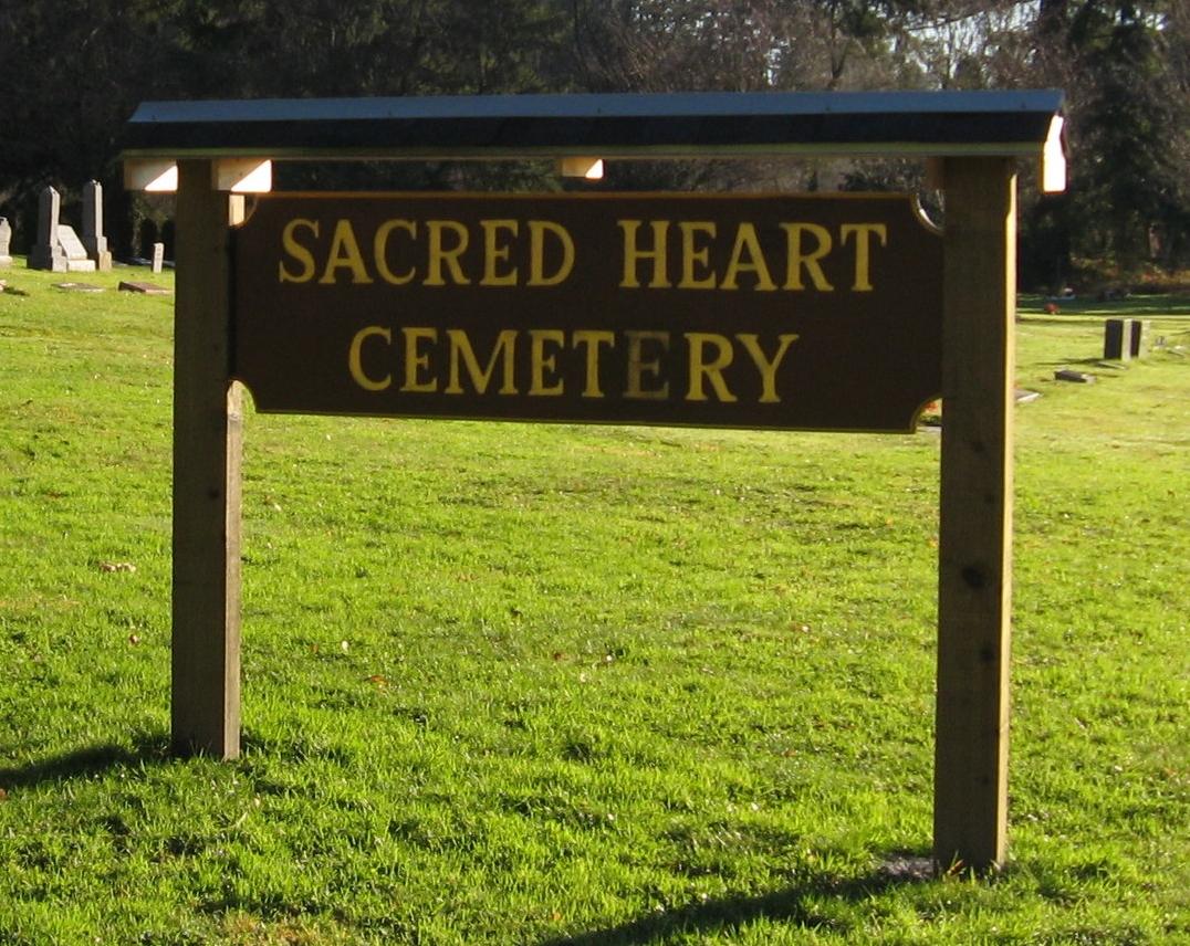 Sacred Heart Cemetery 004.jpg