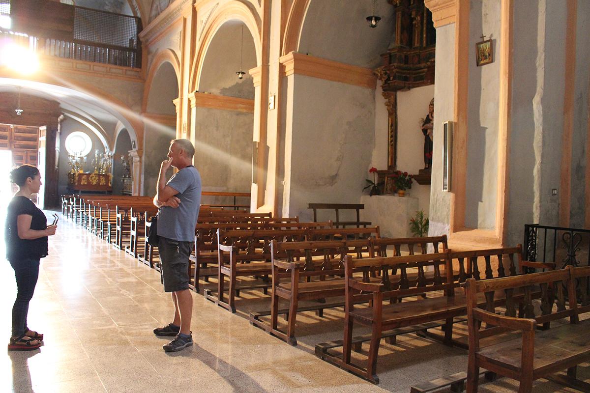 Melissa Marks and Simon Beckmann (Director of  Joya: arte + ecología ) in the Convento de San Luis, Vélez Blanco.