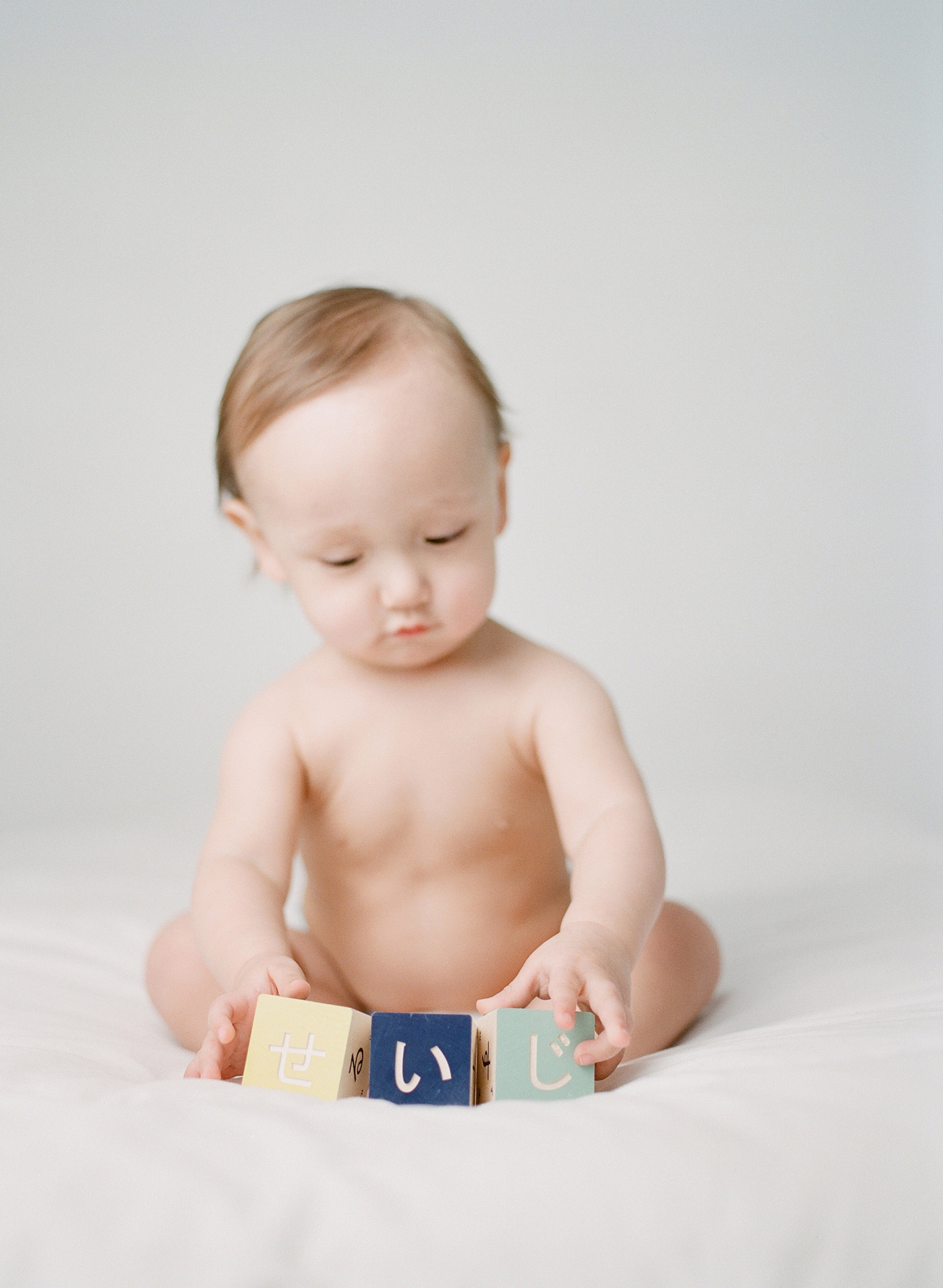 what to bring to a photography studio   bringing props and toys to your studio session   first birthday japanese character blocks   film photographer sandra coan