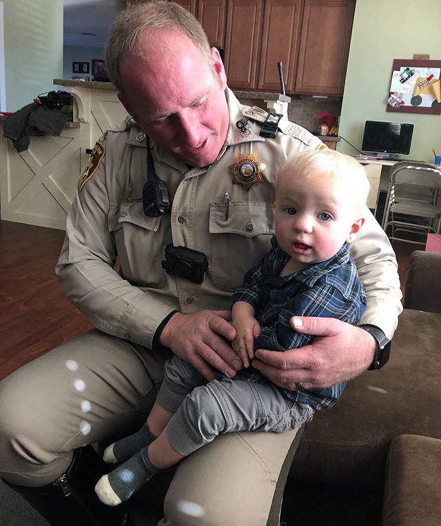My daddy teaches me how to pray. 🙏🏼 Before he leaves to work we always pray for his safety and for wisdom for him to be able to best help the people he meets. 💙  #lvmpd #lvmpdtraffic #motorcyclecop #tomunit #police #humanizethebadge #policedaddy #policekid #thinblueline #always #pray