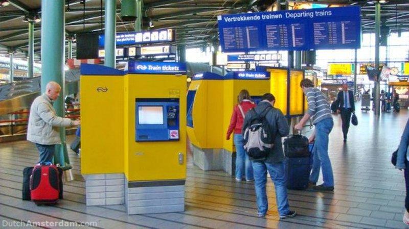 Вот самые простыежелтые автоматы по продаже билетов.Источник: 6*