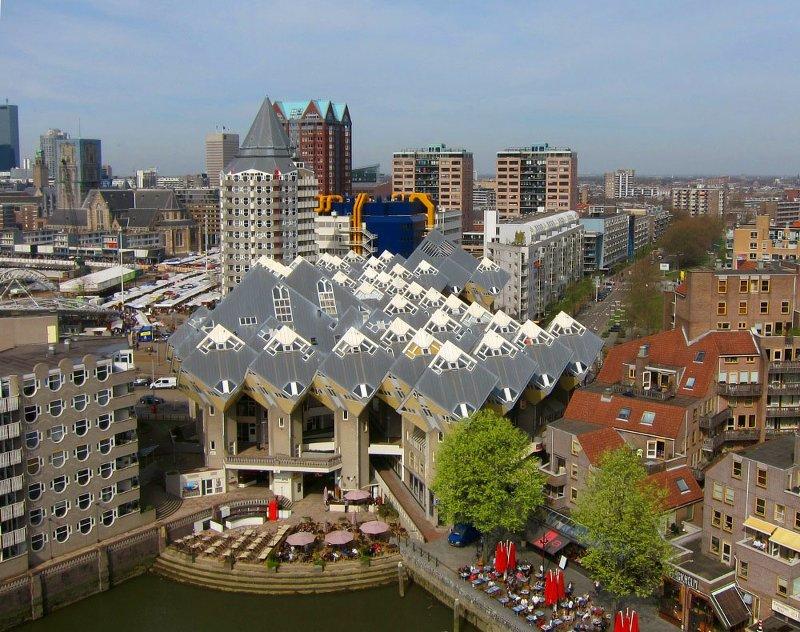 Из ресторанчиков с зонтиками внизу отличный вид на Старую гавань и новую архитектуру Источник: 7*