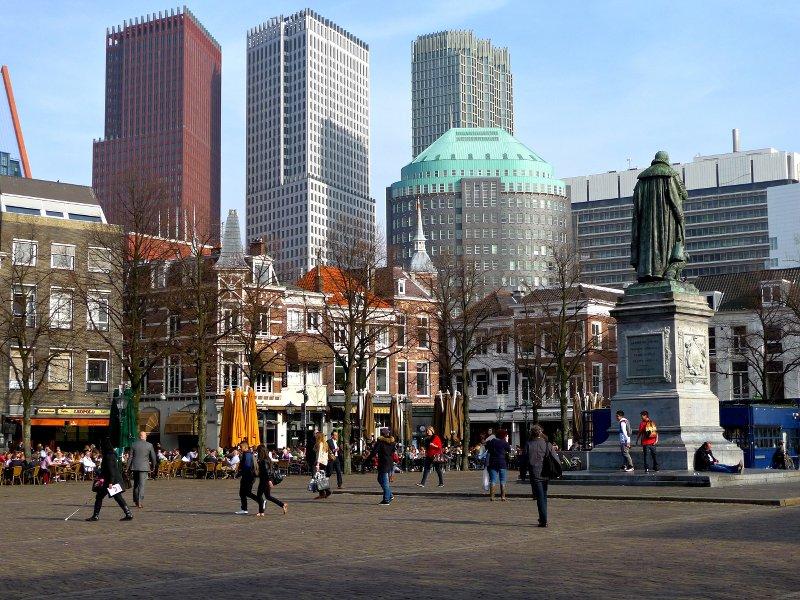 Моё любимое сочетание современной и исторической архитектуры на площади Плейн. Источник: 3*