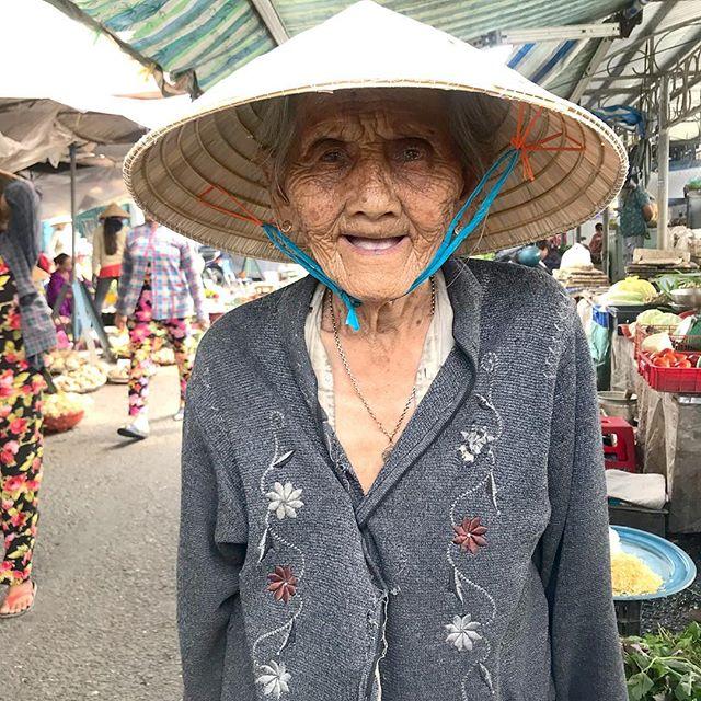 #fallingdeeper #crazyforvietnam #marketstyle #colorcrush