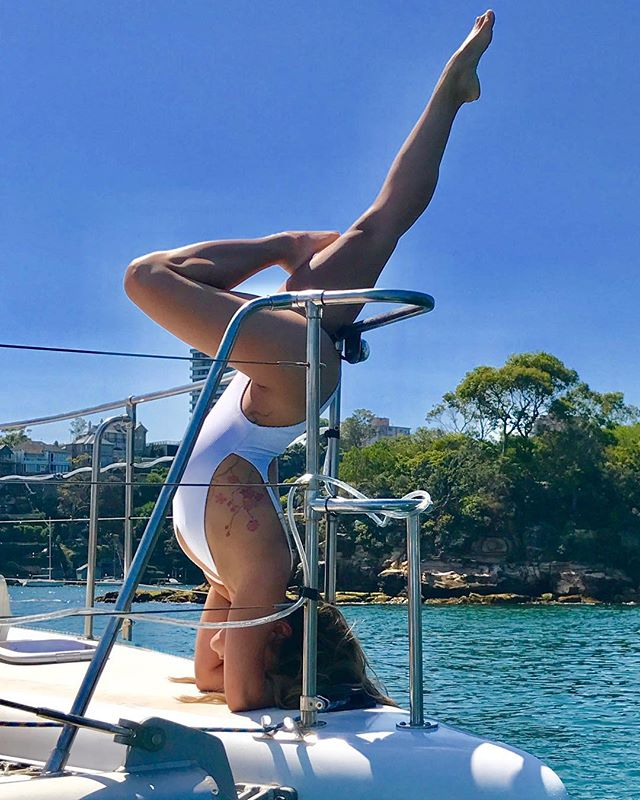Doesn't matter which way you look at it, Sydney Harbour is AMAZING this time of year! Warm weather forecast this weekend so call the Captain for an awesome Day aboard Barefoot 👍👣⛵️😎 . . . #headstand #upsidedown #girls #fun #boat #party #sydney #drinks #charterboat #catamaran #sydneyharbour #summer #weekend