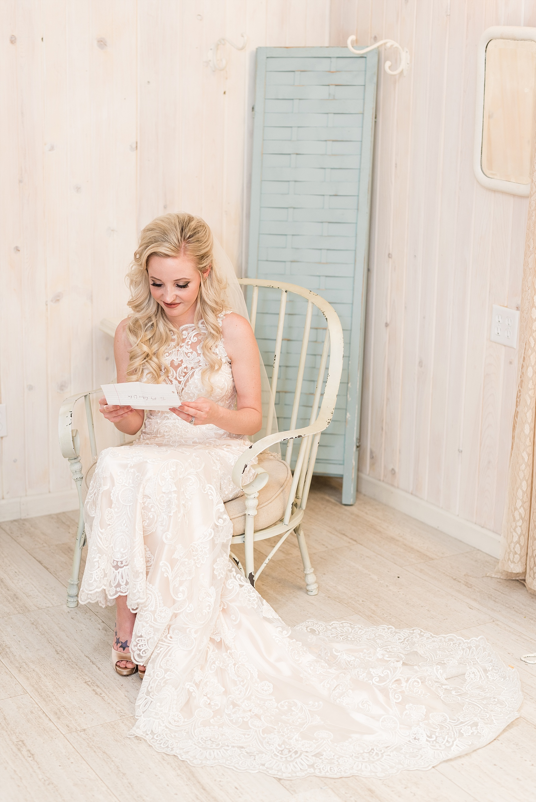 Light and Airy Spring Shabby Chic Wedding at Bessie's Barn Iowa by Kelsi Kliethermes Photography_0024.jpg