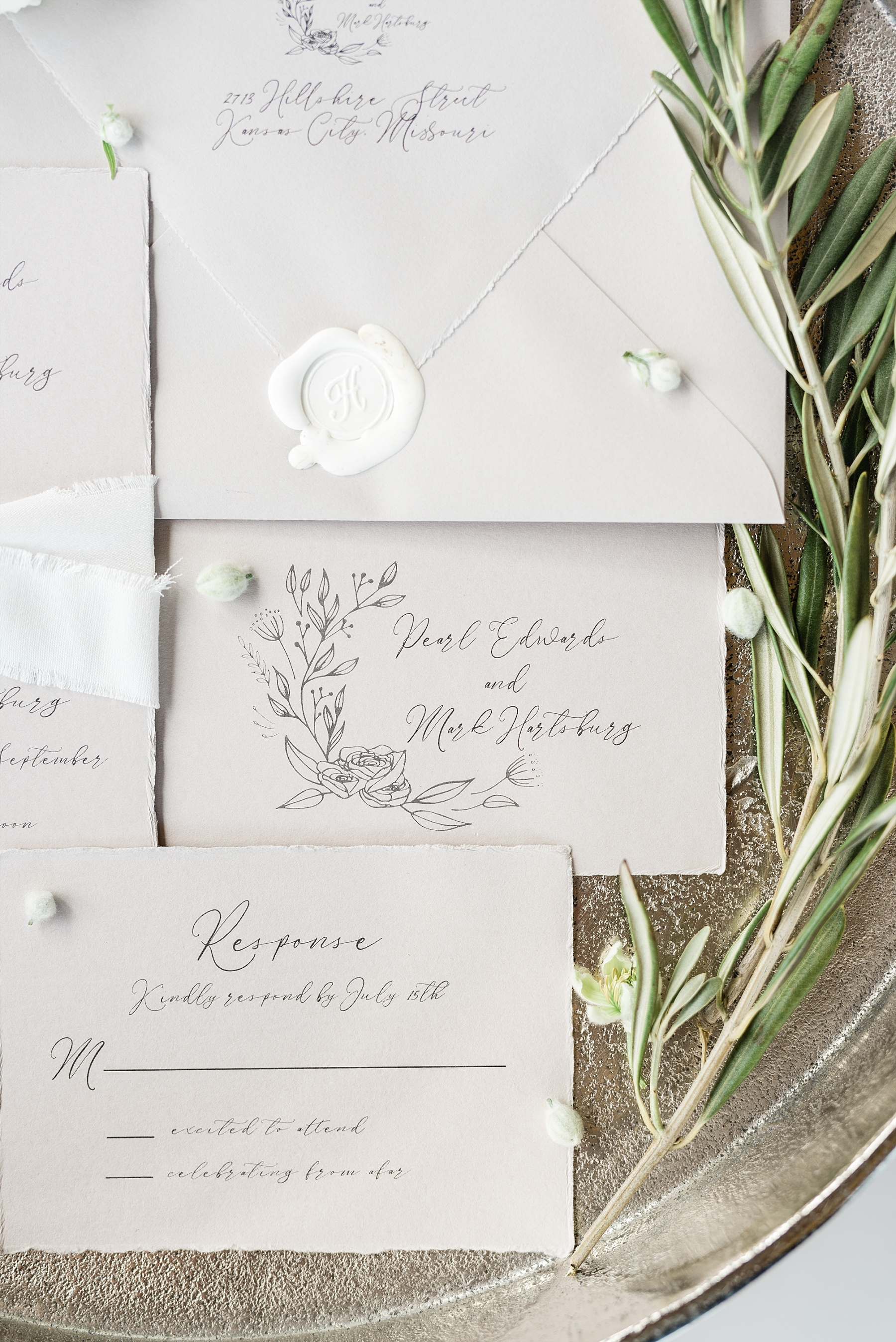 Textural Organic Wedding in All White Venue by Kelsi Kliethermes Wedding Photographer - Missouri, Midwest, and Destinations_0009.jpg