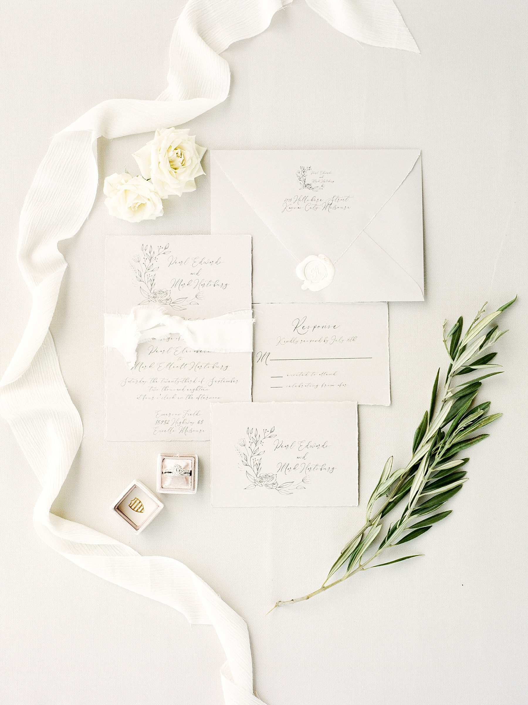 Textural Organic Wedding in All White Venue by Kelsi Kliethermes Wedding Photographer - Missouri, Midwest, and Destinations_0011.jpg