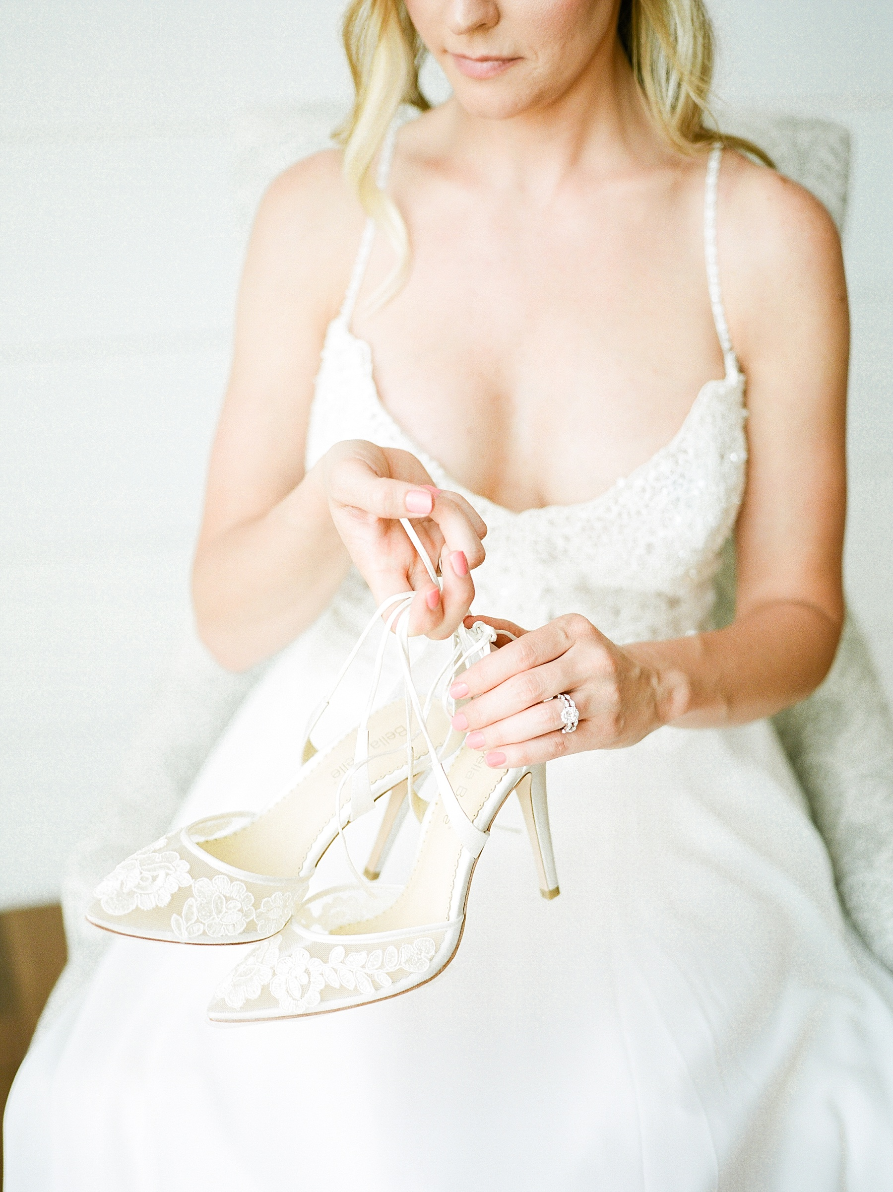 Textural Organic Wedding in All White Venue by Kelsi Kliethermes Wedding Photographer - Missouri, Midwest, and Destinations_0024.jpg