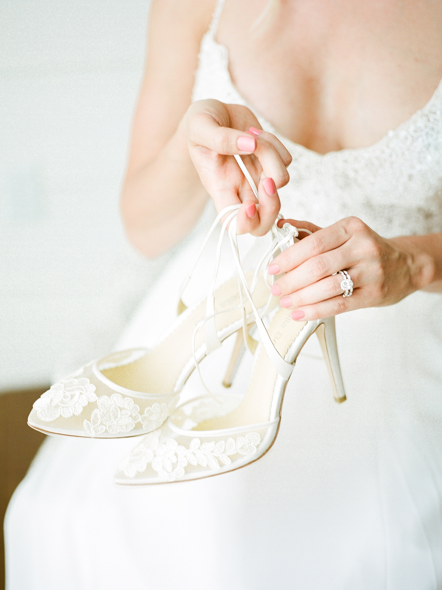 Textural Organic Wedding in All White Venue by Kelsi Kliethermes Wedding Photographer - Missouri, Midwest, and Destinations_0025.jpg
