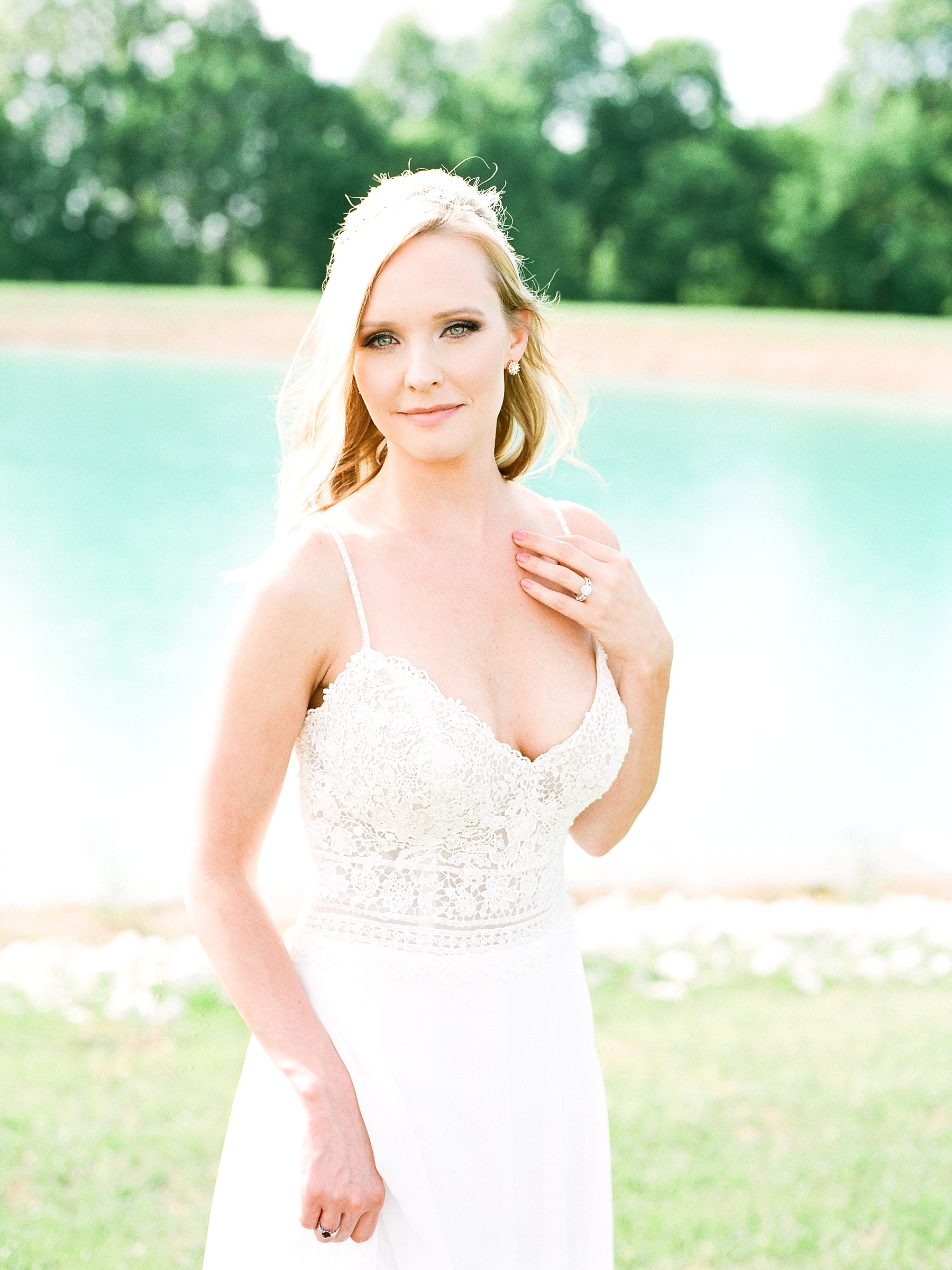 Textural Organic Wedding in All White Venue by Kelsi Kliethermes Wedding Photographer - Missouri, Midwest, and Destinations_0047.jpg