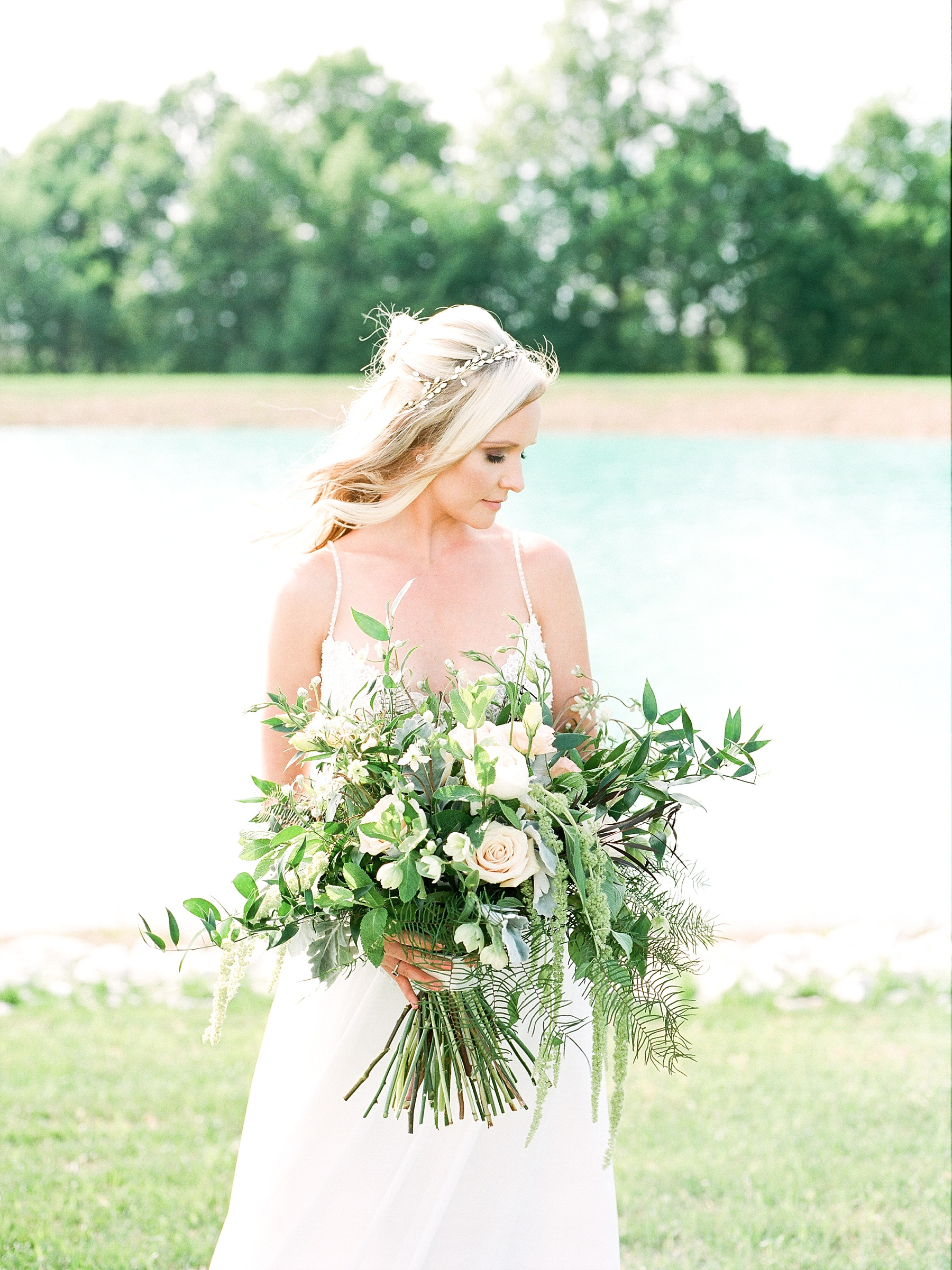 Textural Organic Wedding in All White Venue by Kelsi Kliethermes Wedding Photographer - Missouri, Midwest, and Destinations_0049.jpg