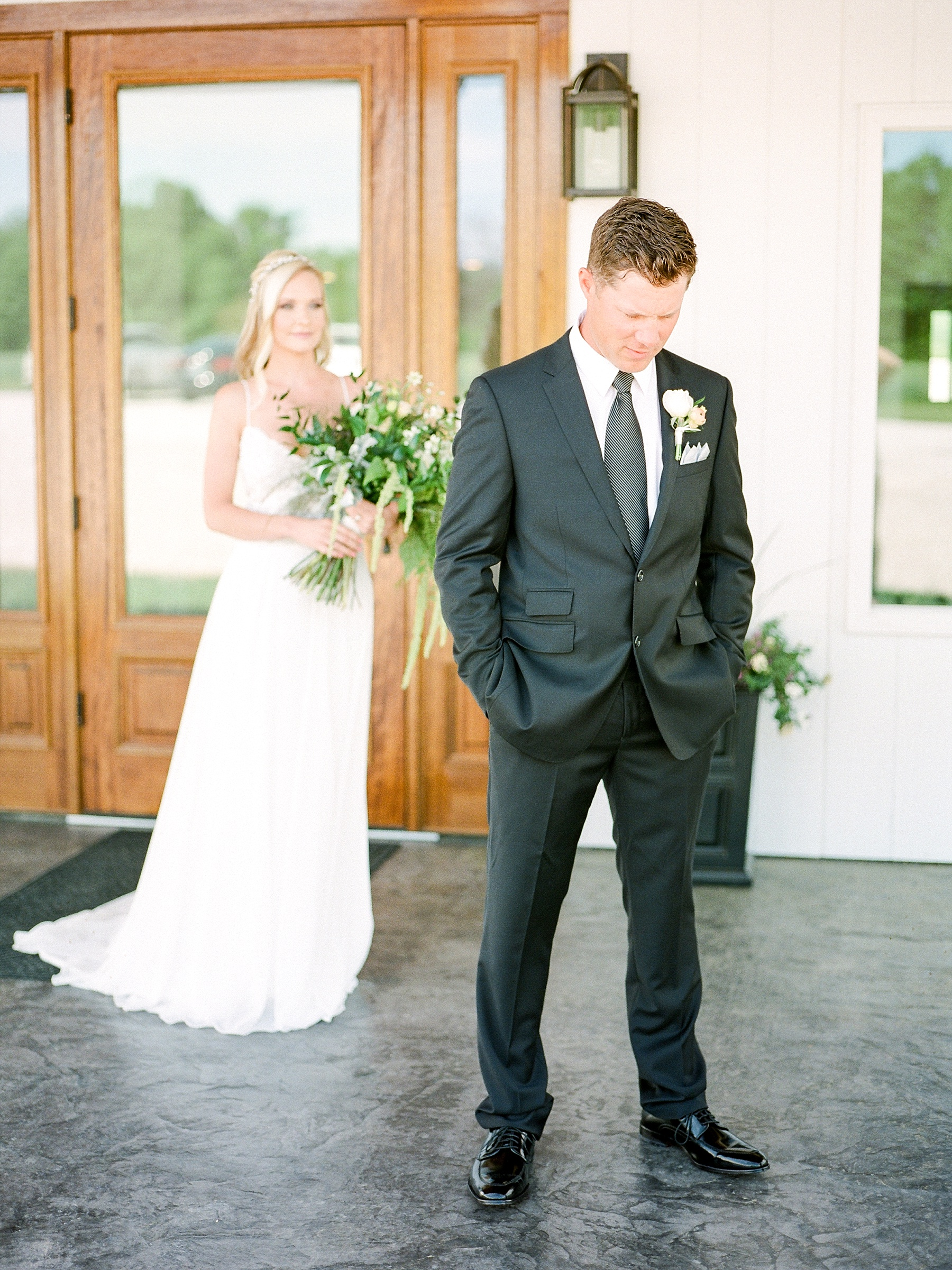 Textural Organic Wedding in All White Venue by Kelsi Kliethermes Wedding Photographer - Missouri, Midwest, and Destinations_0051.jpg