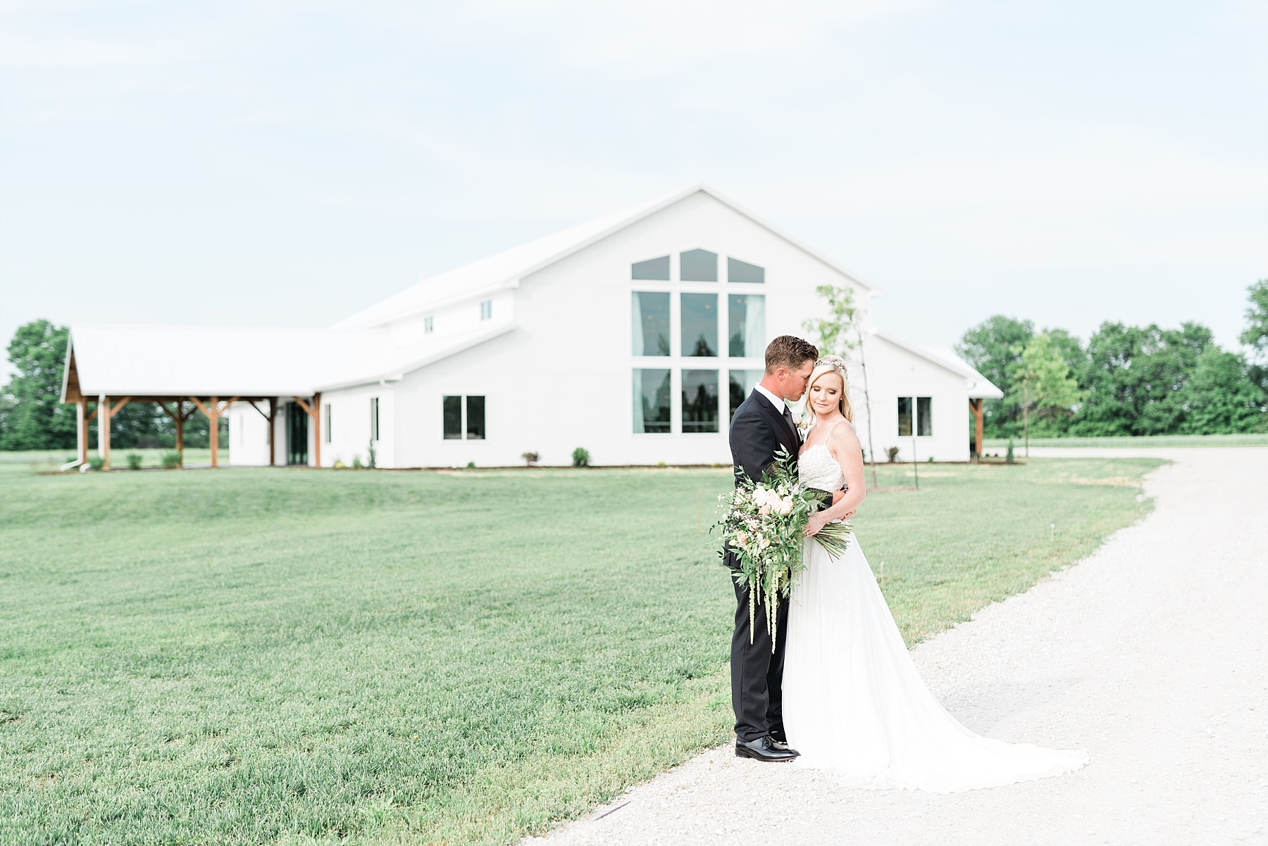 Textural Organic Wedding in All White Venue by Kelsi Kliethermes Wedding Photographer - Missouri, Midwest, and Destinations_0055.jpg