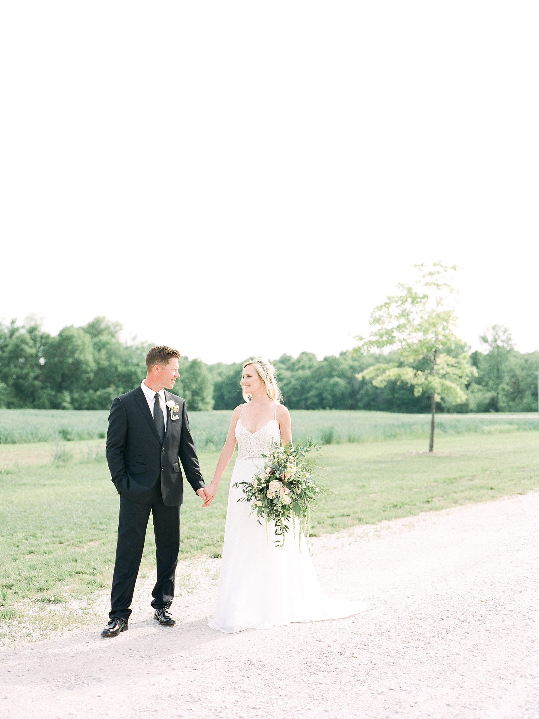 Textural Organic Wedding in All White Venue by Kelsi Kliethermes Wedding Photographer - Missouri, Midwest, and Destinations_0059.jpg