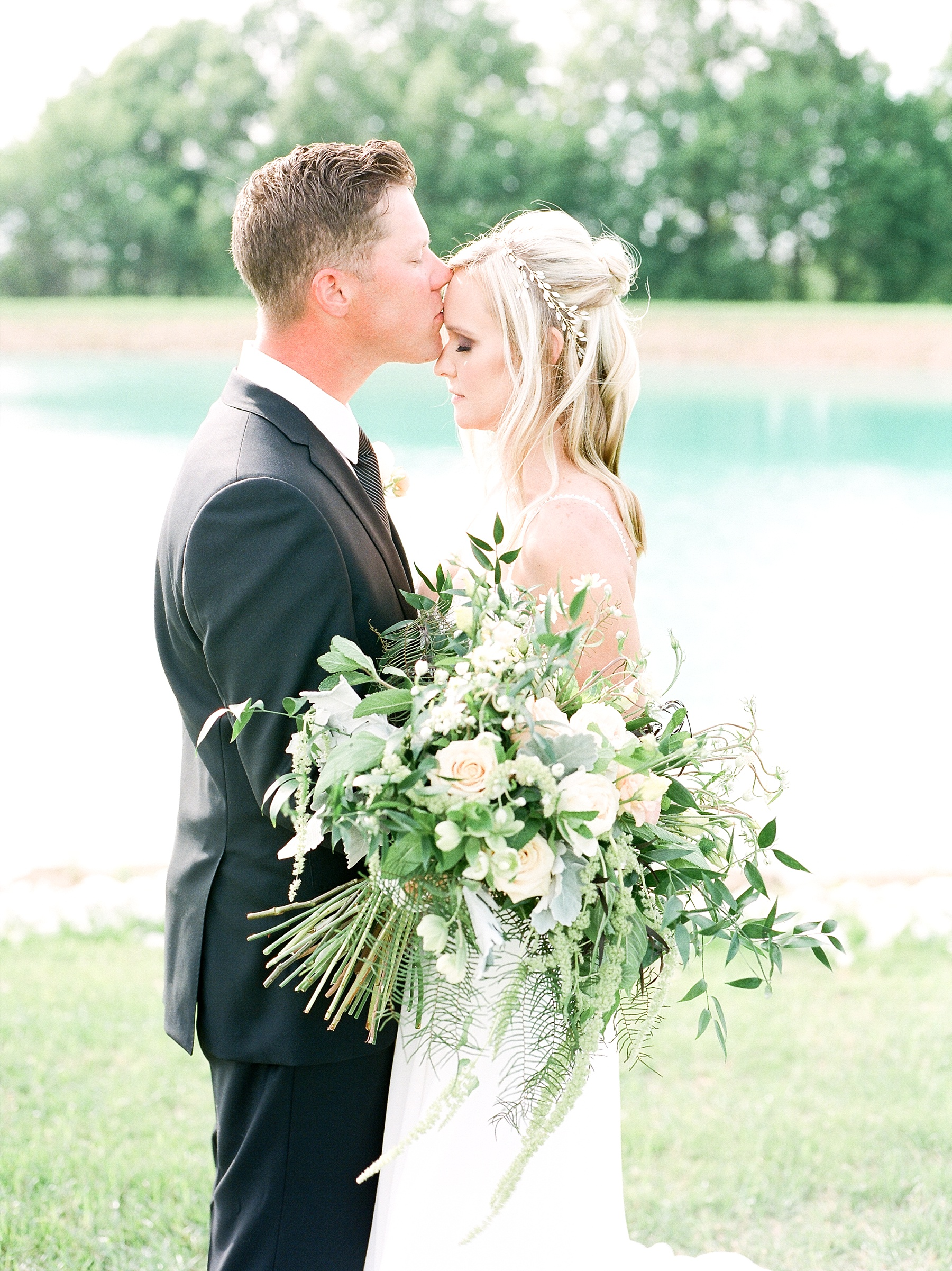 Textural Organic Wedding in All White Venue by Kelsi Kliethermes Wedding Photographer - Missouri, Midwest, and Destinations_0081.jpg