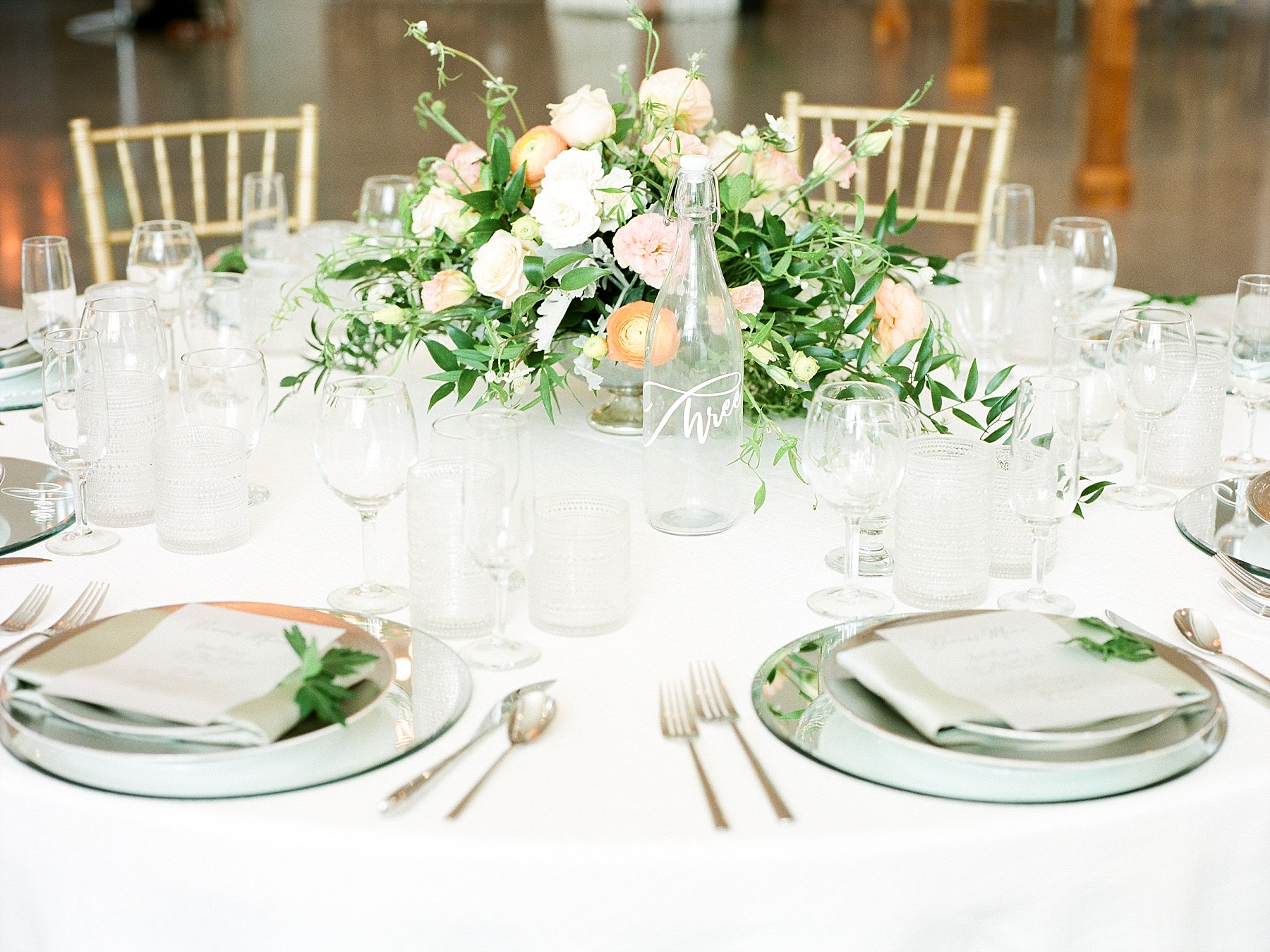 Textural Organic Wedding in All White Venue by Kelsi Kliethermes Wedding Photographer - Missouri, Midwest, and Destinations_0087.jpg