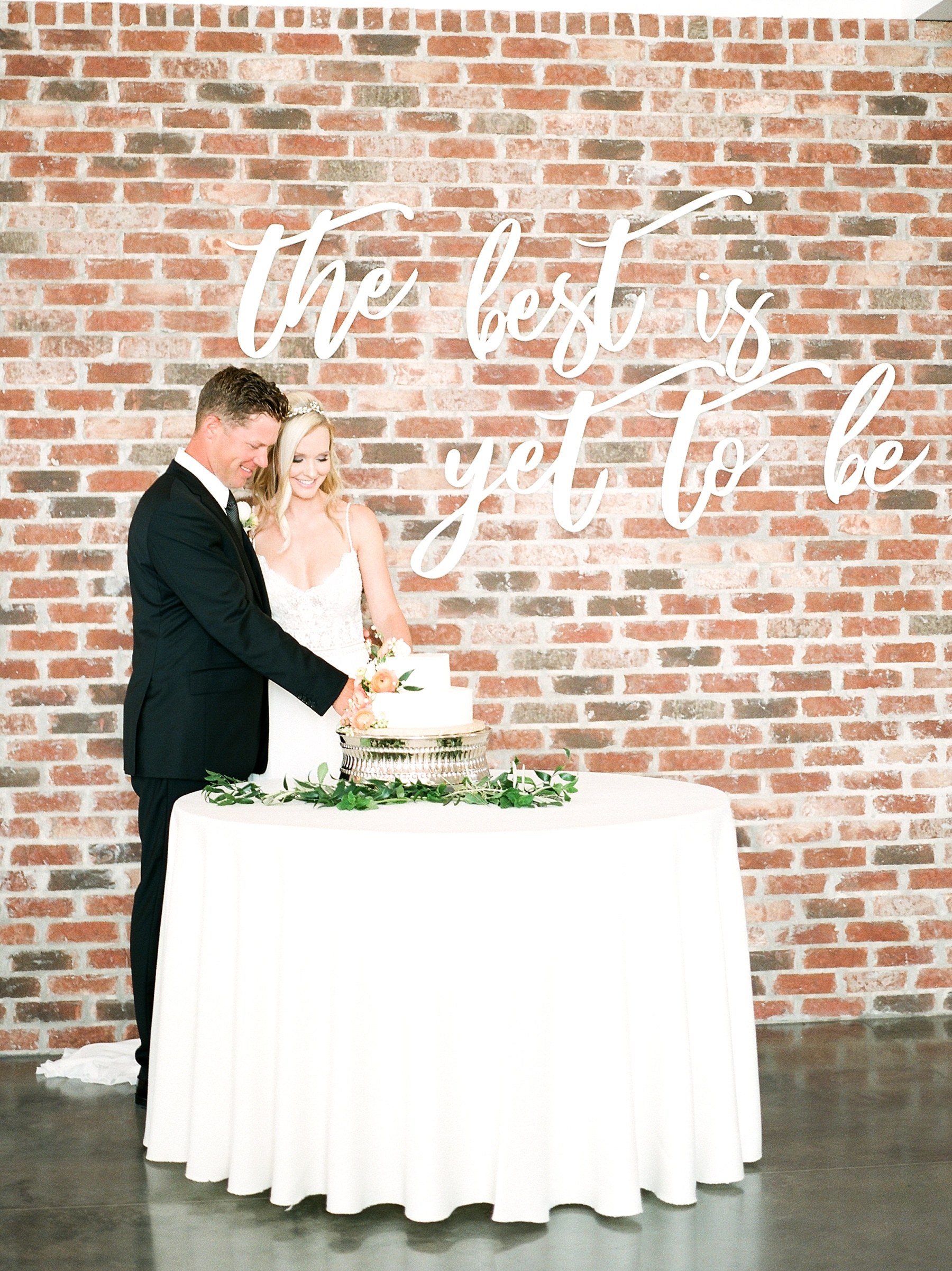 Textural Organic Wedding in All White Venue by Kelsi Kliethermes Wedding Photographer - Missouri, Midwest, and Destinations_0120.jpg