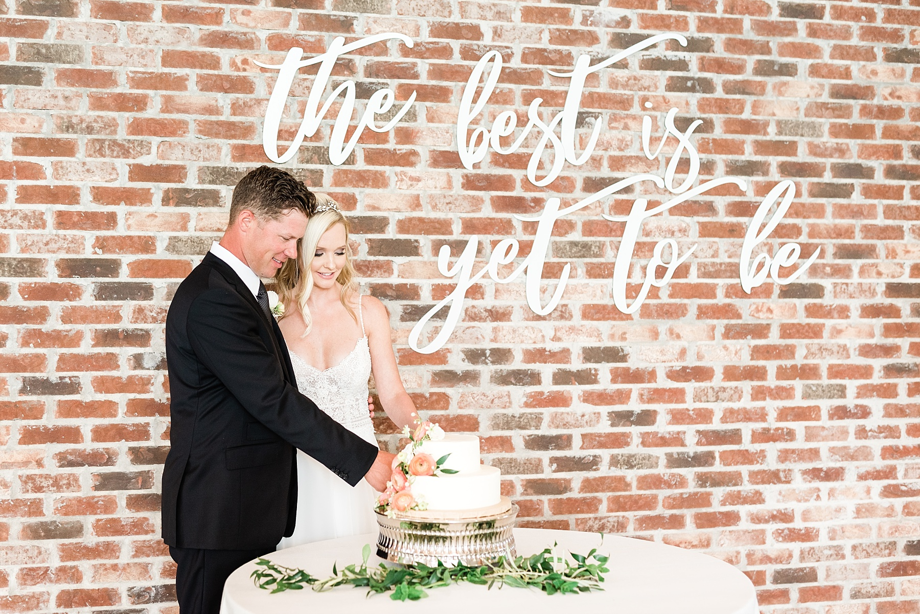 Textural Organic Wedding in All White Venue by Kelsi Kliethermes Wedding Photographer - Missouri, Midwest, and Destinations_0121.jpg