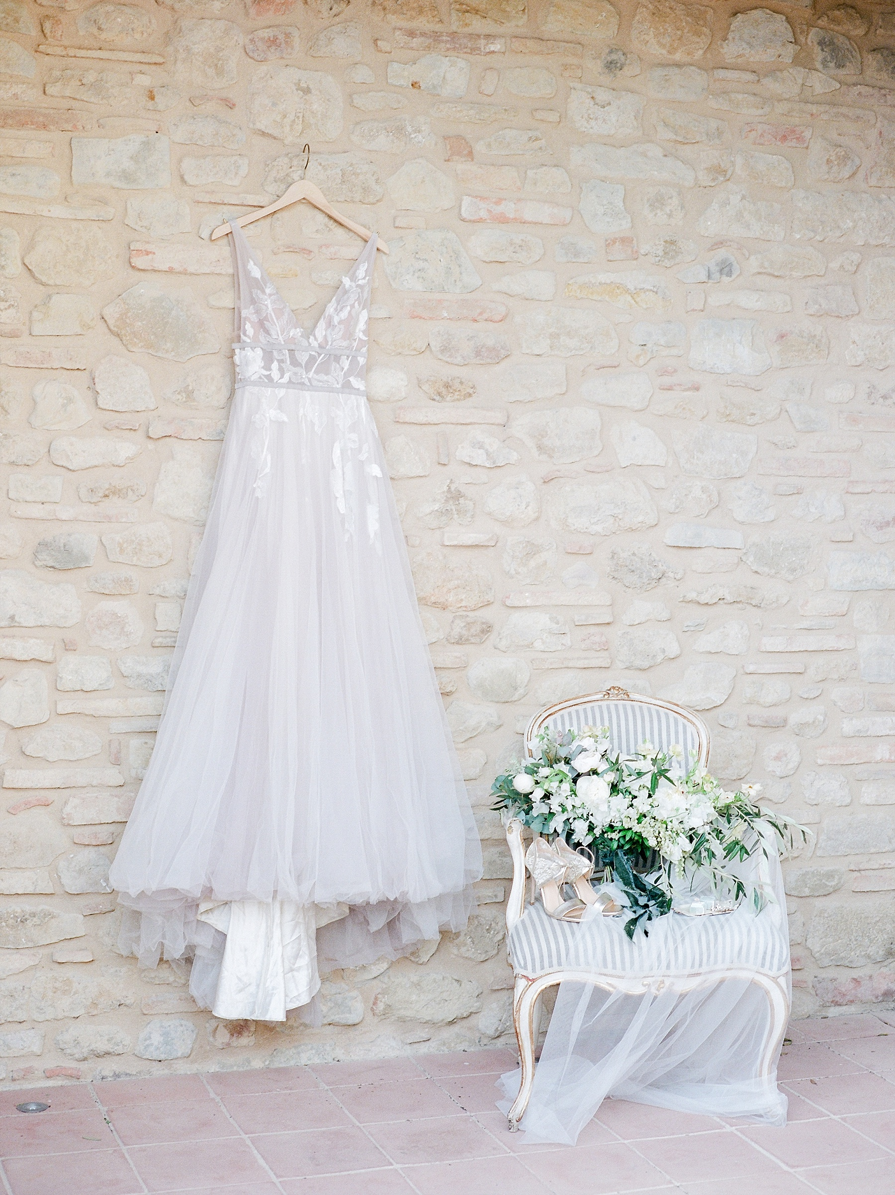 All White Destination Wedding in the Hills of Tuscany Italy at Estate Borgo Petrognano by Kelsi Kliethermes Photography_0004.jpg