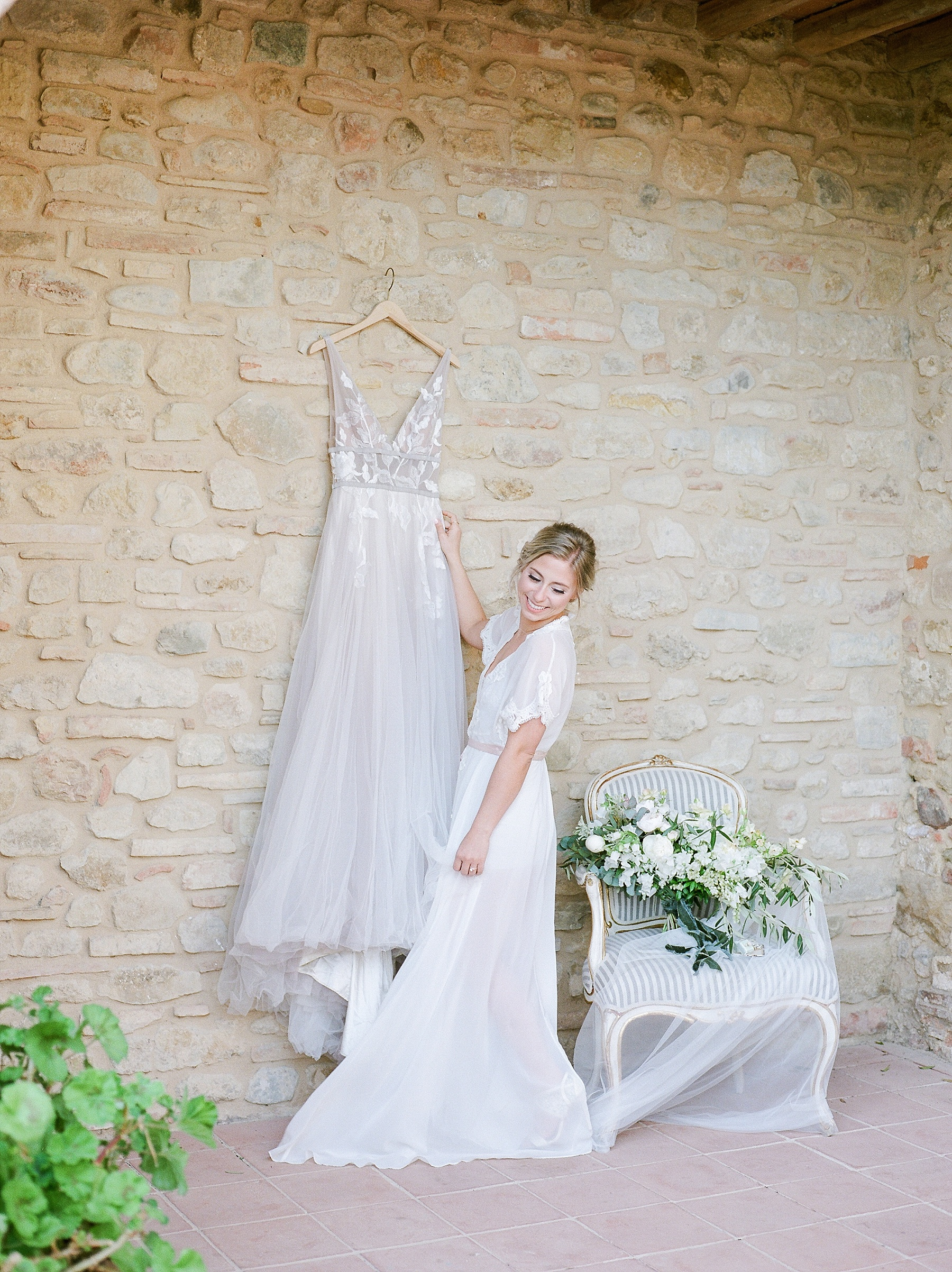 All White Destination Wedding in the Hills of Tuscany Italy at Estate Borgo Petrognano by Kelsi Kliethermes Photography_0007.jpg