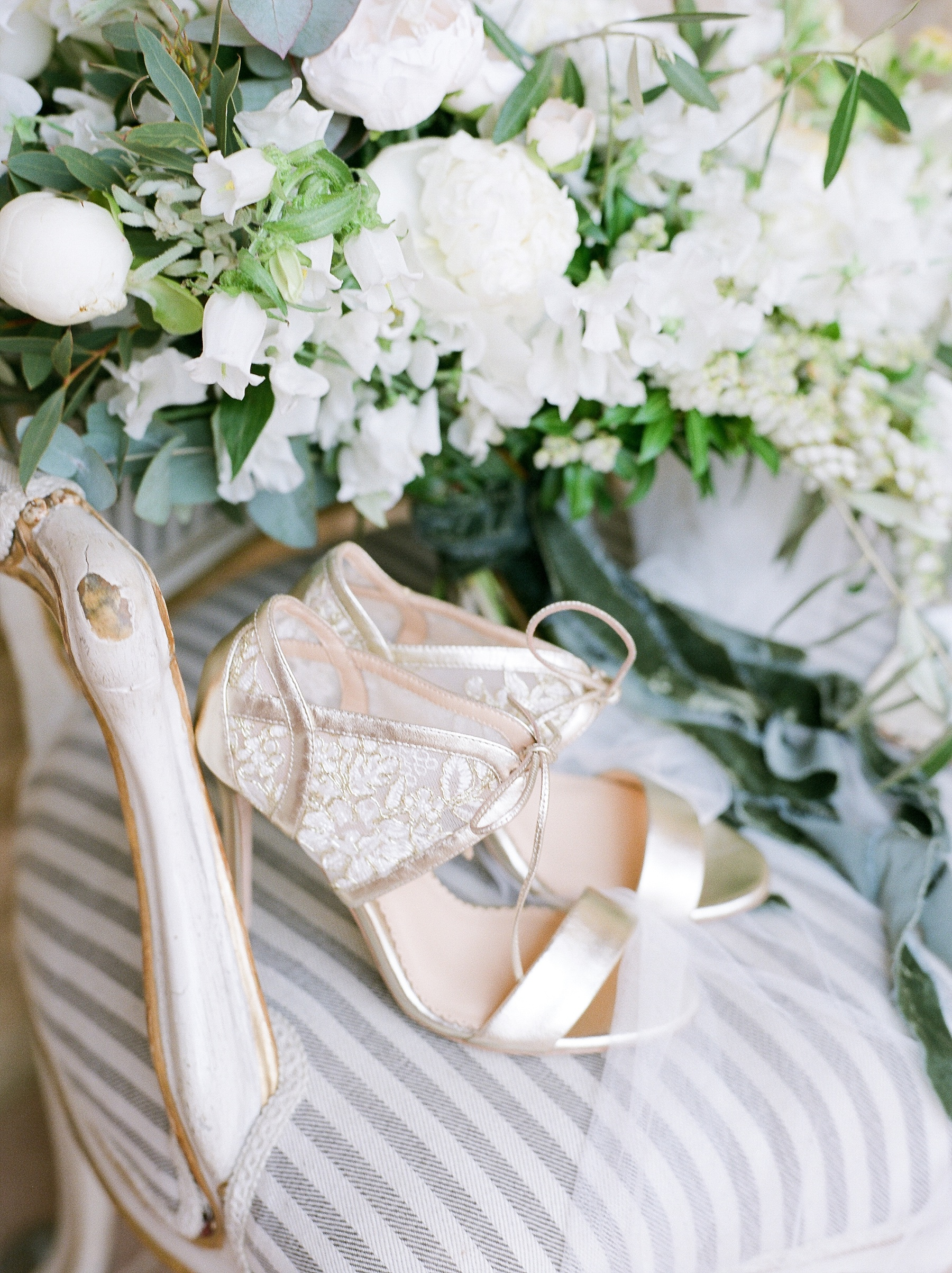 All White Destination Wedding in the Hills of Tuscany Italy at Estate Borgo Petrognano by Kelsi Kliethermes Photography_0029.jpg