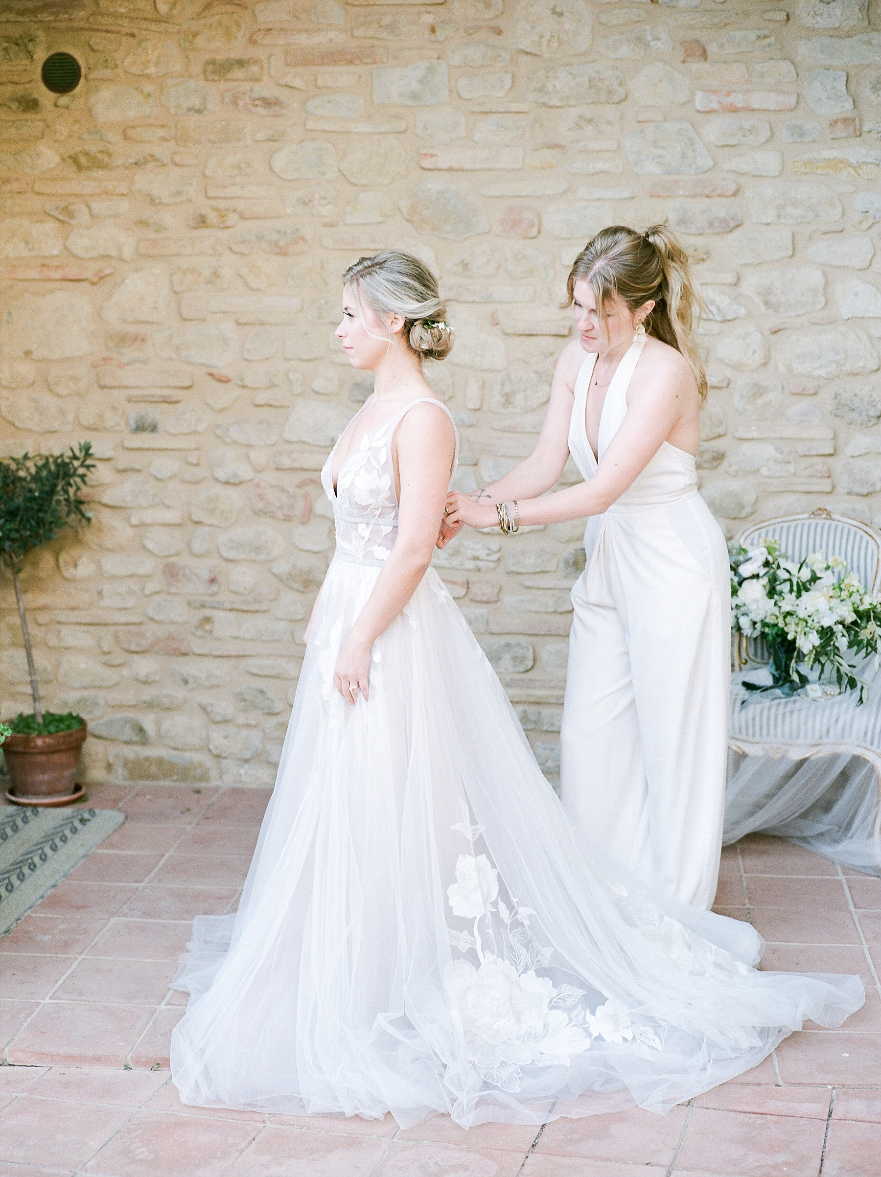 All White Destination Wedding in the Hills of Tuscany Italy at Estate Borgo Petrognano by Kelsi Kliethermes Photography_0037.jpg