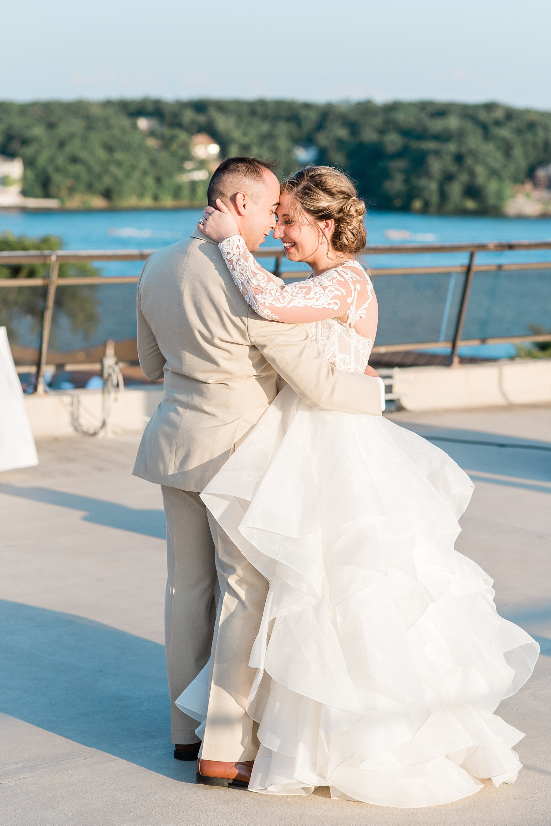 Beachside Sunset Wedding At Lodge Of Four Seasons At Lake Of The Ozarks By Kelsi Kliethermes Photography_0028.jpg