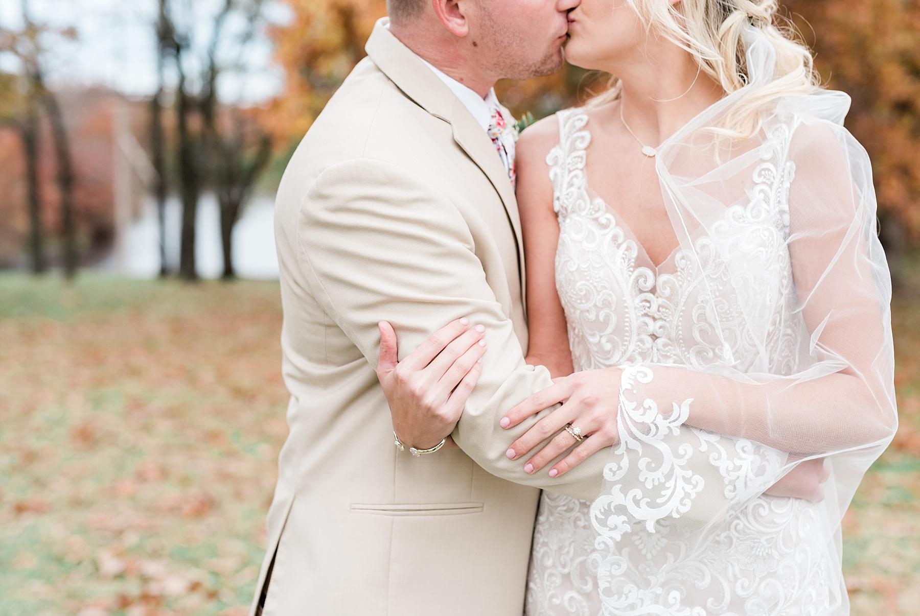 Lakeside Wedding in Fall at Mighty Oak Lodge by Misouri Wedding Photographer Kelsi Kliethermes Photography_0003.jpg