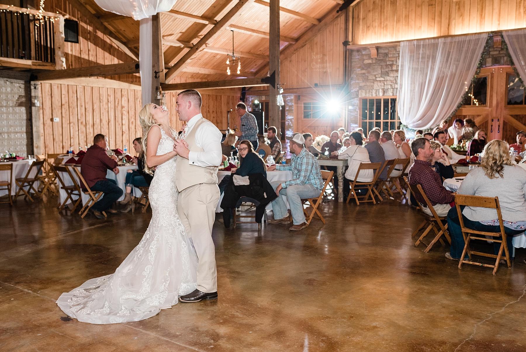 Lakeside Wedding in Fall at Mighty Oak Lodge by Misouri Wedding Photographer Kelsi Kliethermes Photography_0006.jpg