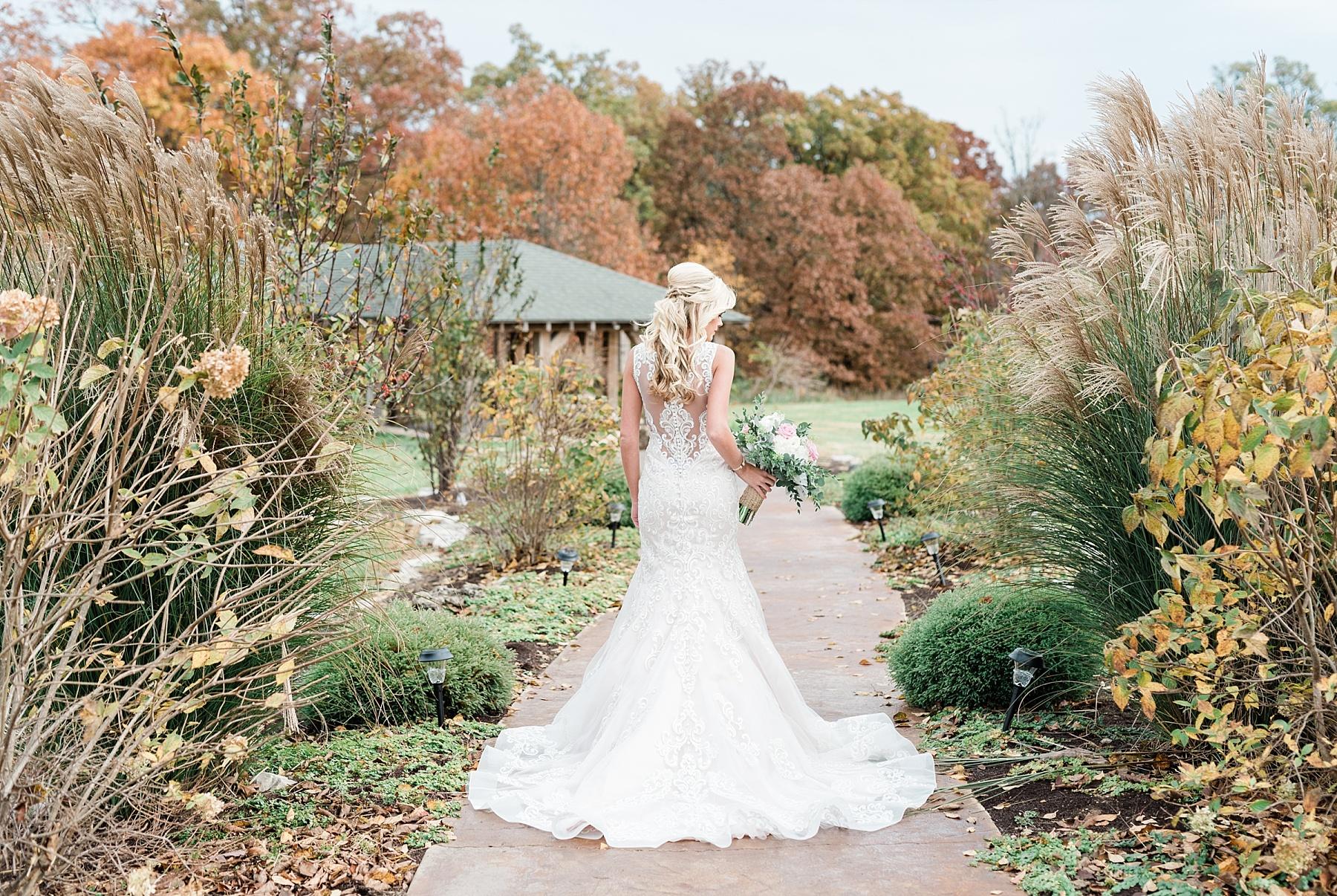 Lakeside Wedding in Fall at Mighty Oak Lodge by Misouri Wedding Photographer Kelsi Kliethermes Photography_0010.jpg