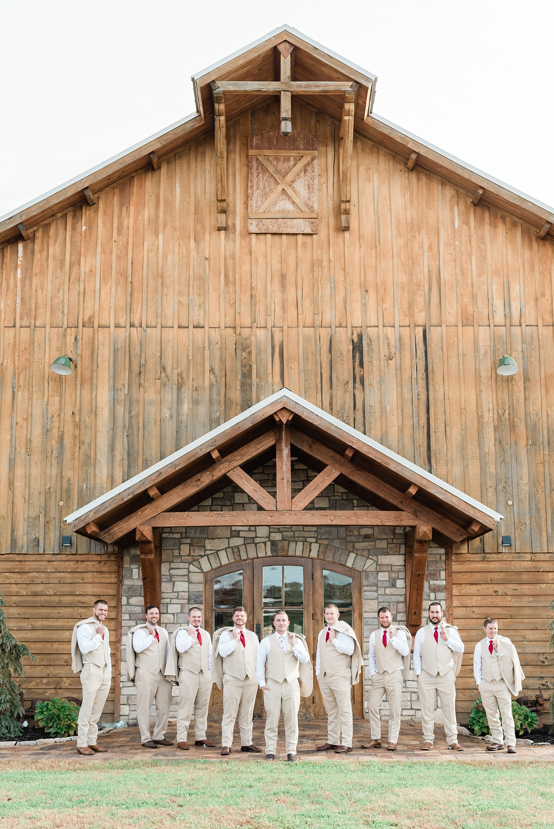 Lakeside Wedding in Fall at Mighty Oak Lodge by Misouri Wedding Photographer Kelsi Kliethermes Photography_0025.jpg