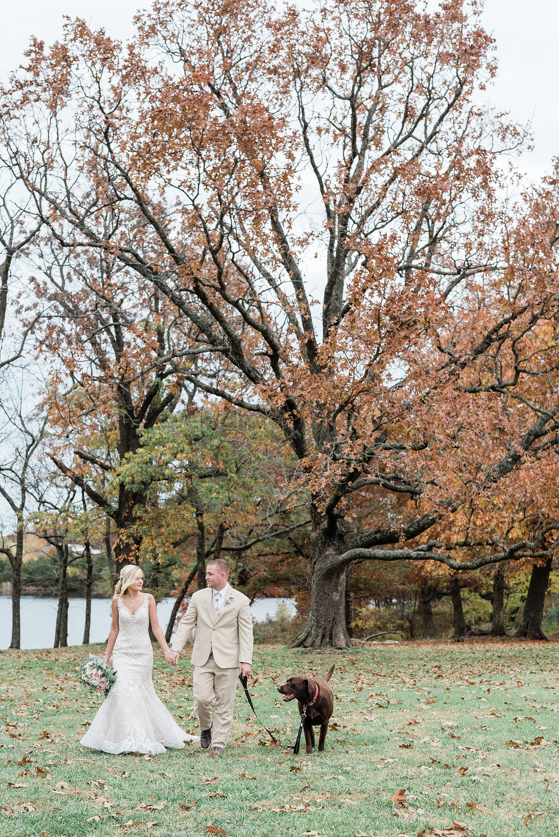 Lakeside Wedding in Fall at Mighty Oak Lodge by Misouri Wedding Photographer Kelsi Kliethermes Photography_0038.jpg