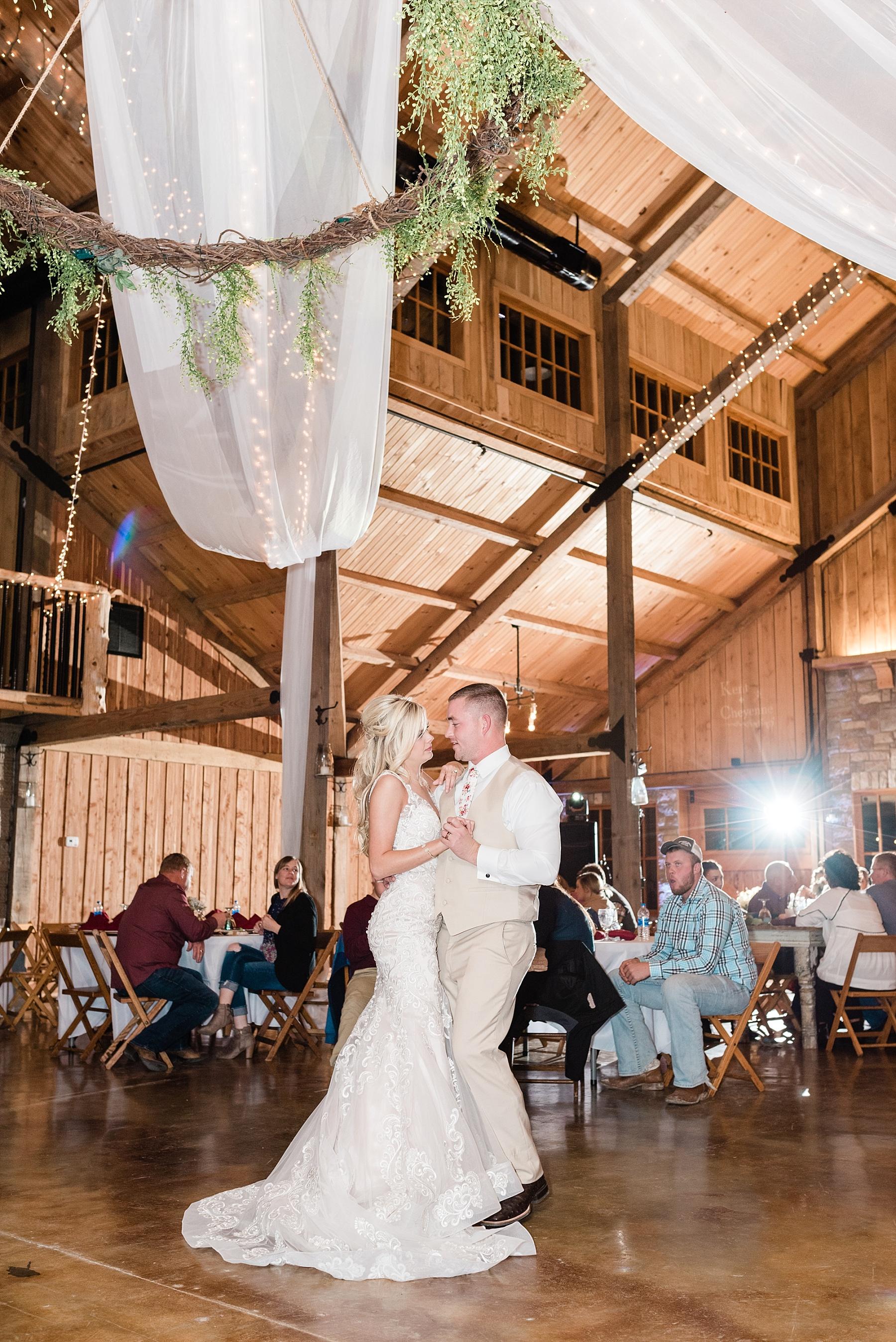 Lakeside Wedding in Fall at Mighty Oak Lodge by Misouri Wedding Photographer Kelsi Kliethermes Photography_0041.jpg