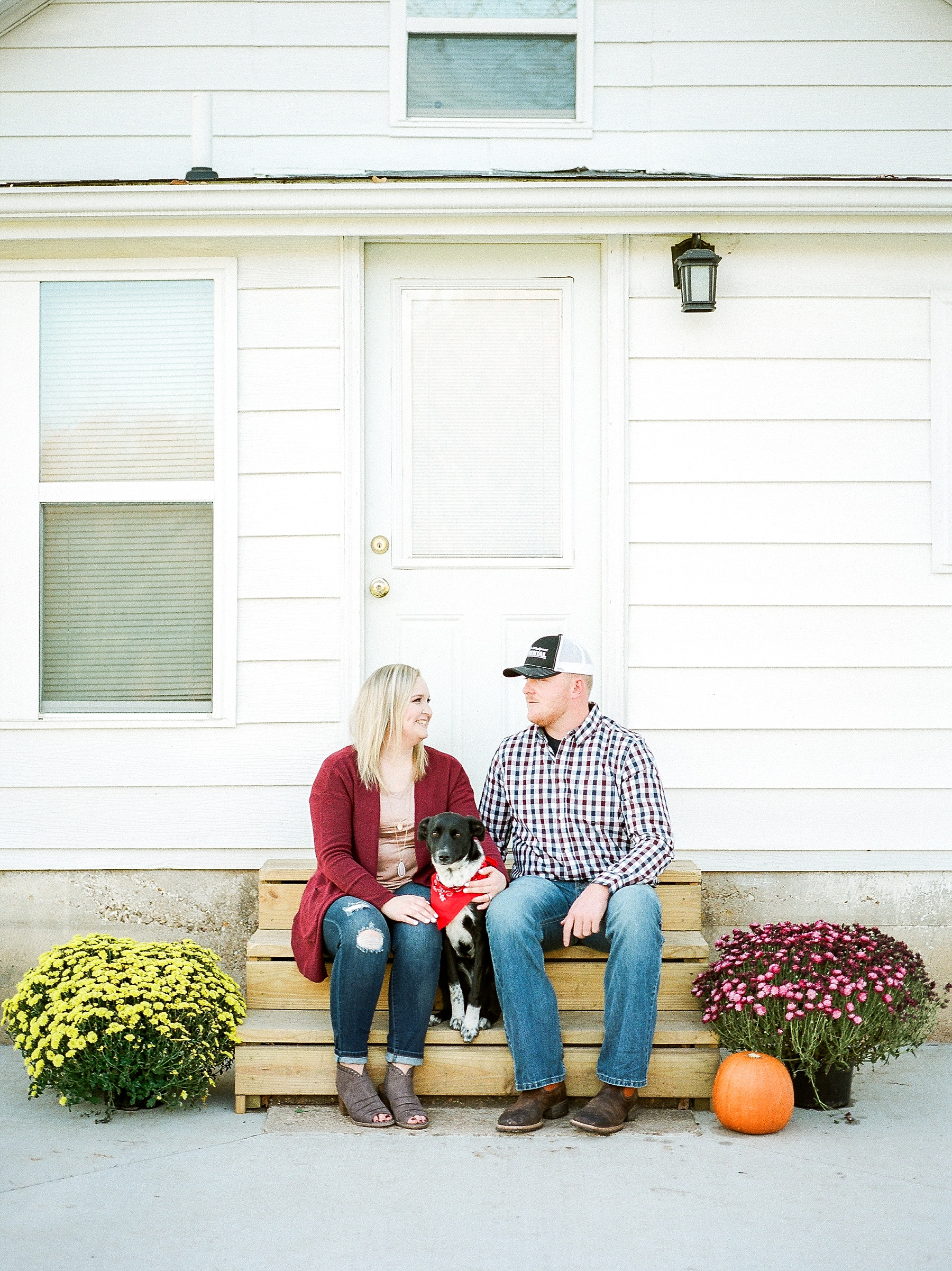 Perfect Sunset Engagement Session in Fall by Kelsi Kliethermes Photography Kansas City Missouri Wedding Photographer_0013.jpg