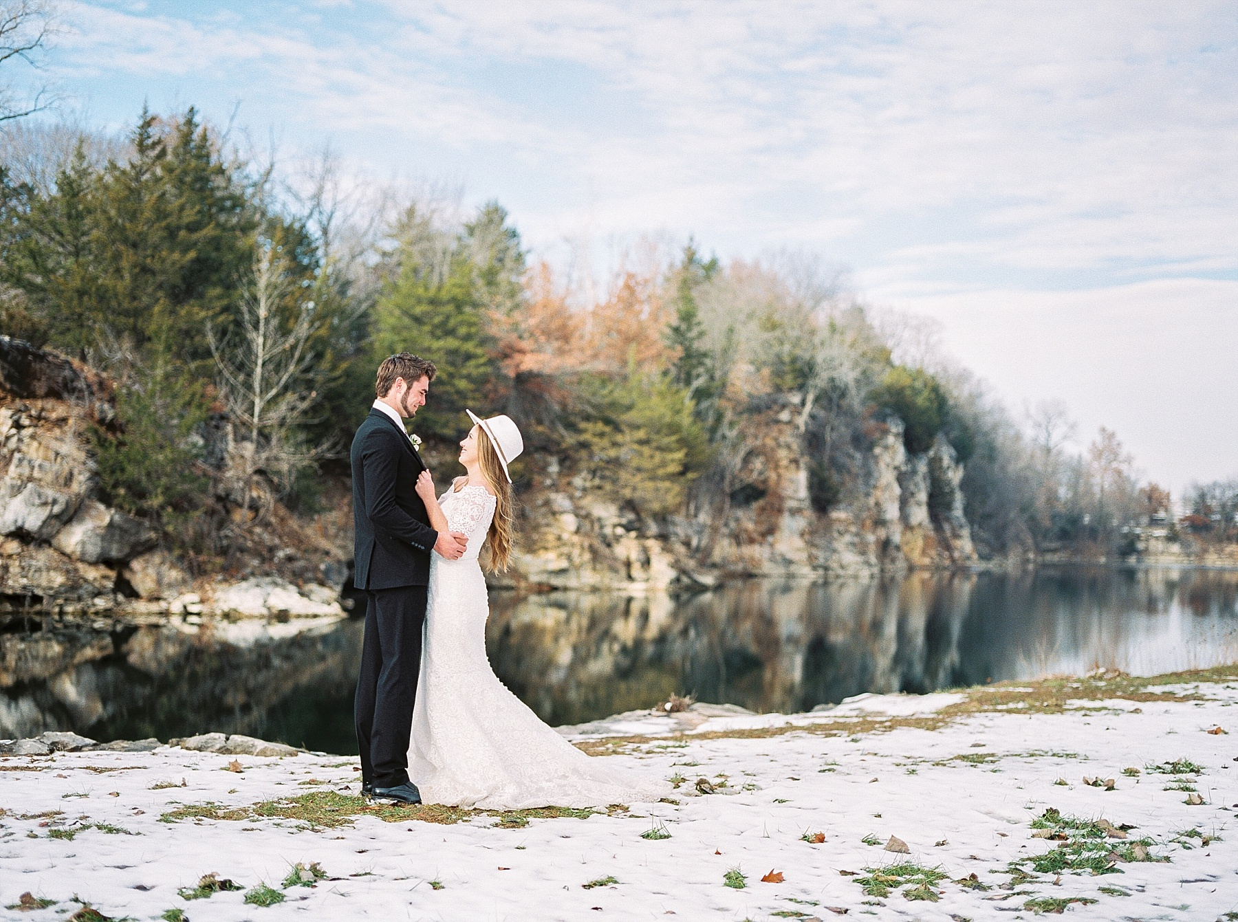 Snowy Winter Wedding at Wildcliff Events Lake With Earthy Jewel Tones and Organic Refined Style by Kelsi Kliethermes Photography Kansas City Missouri Wedding Photographer_0001.jpg