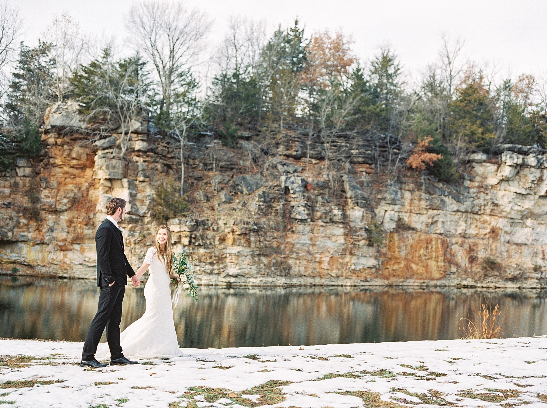Snowy Winter Wedding at Wildcliff Events Lake With Earthy Jewel Tones and Organic Refined Style by Kelsi Kliethermes Photography Kansas City Missouri Wedding Photographer_0033.jpg