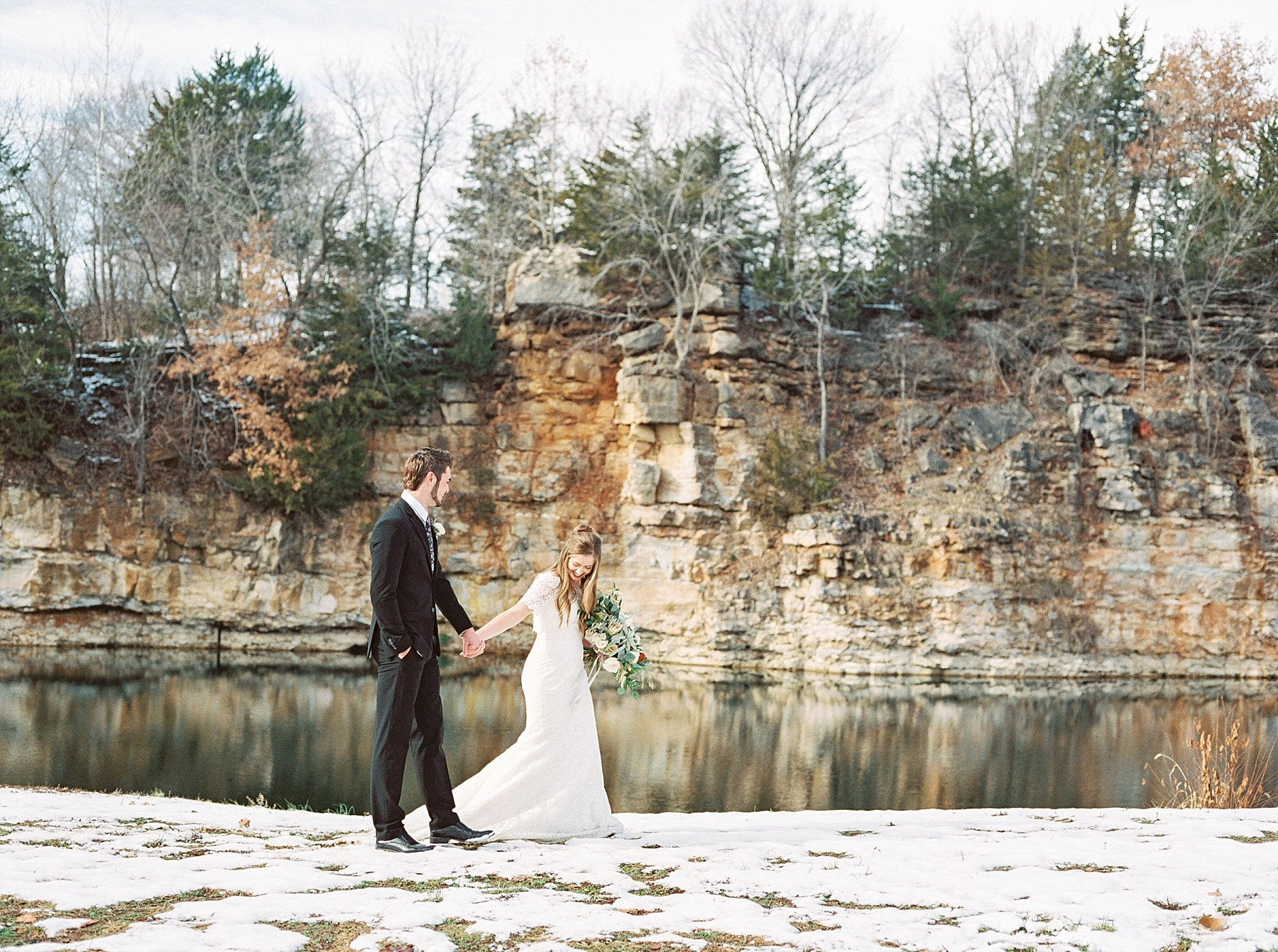 Snowy Winter Wedding at Wildcliff Events Lake With Earthy Jewel Tones and Organic Refined Style by Kelsi Kliethermes Photography Kansas City Missouri Wedding Photographer_0035.jpg