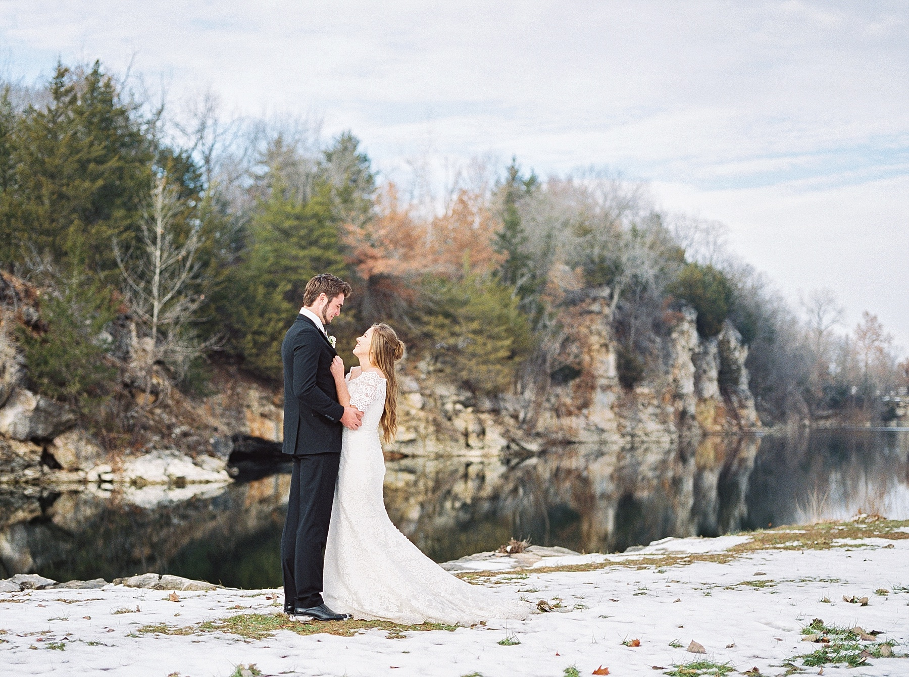 Snowy Winter Wedding at Wildcliff Events Lake With Earthy Jewel Tones and Organic Refined Style by Kelsi Kliethermes Photography Kansas City Missouri Wedding Photographer_0067.jpg