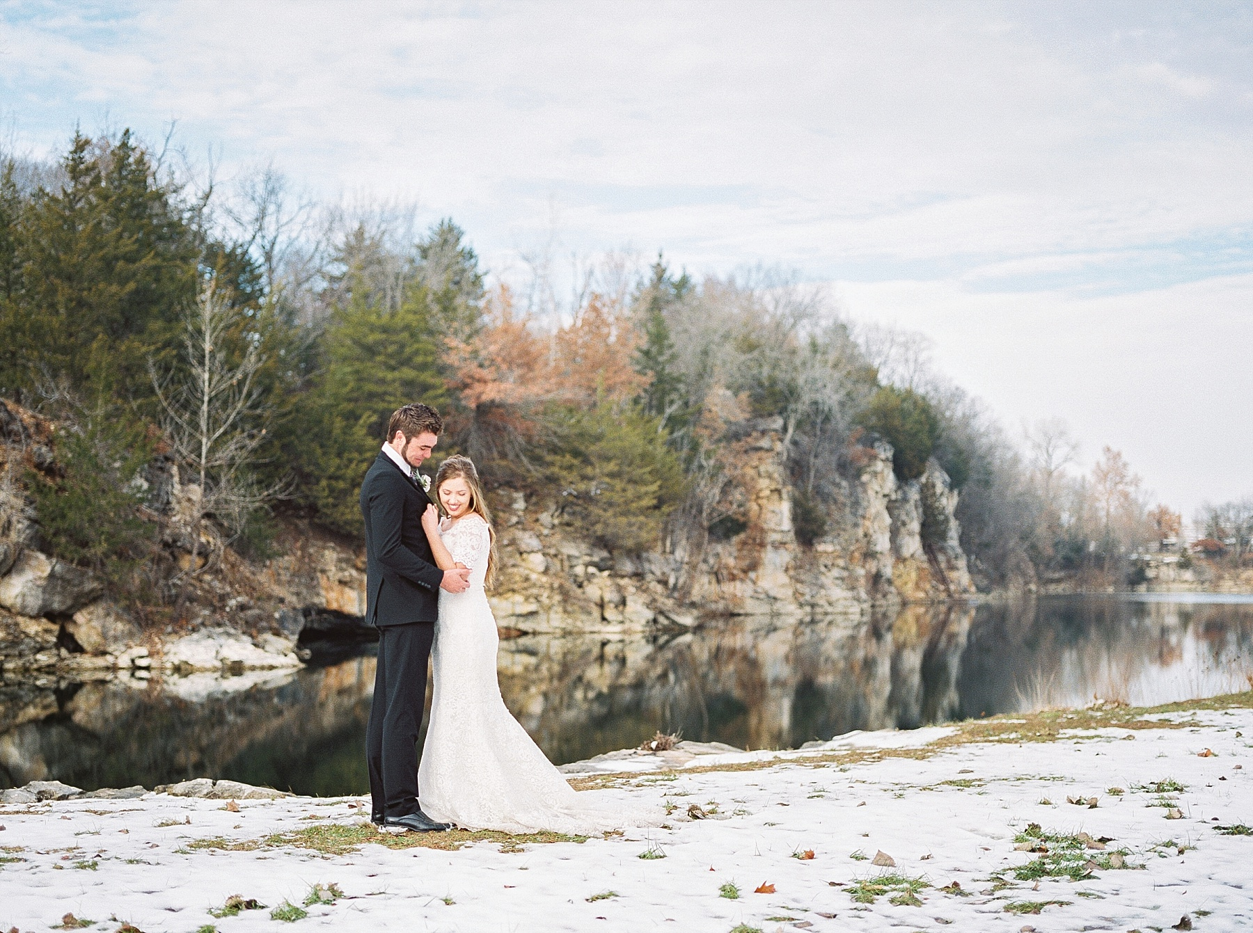 Snowy Winter Wedding at Wildcliff Events Lake With Earthy Jewel Tones and Organic Refined Style by Kelsi Kliethermes Photography Kansas City Missouri Wedding Photographer_0068.jpg
