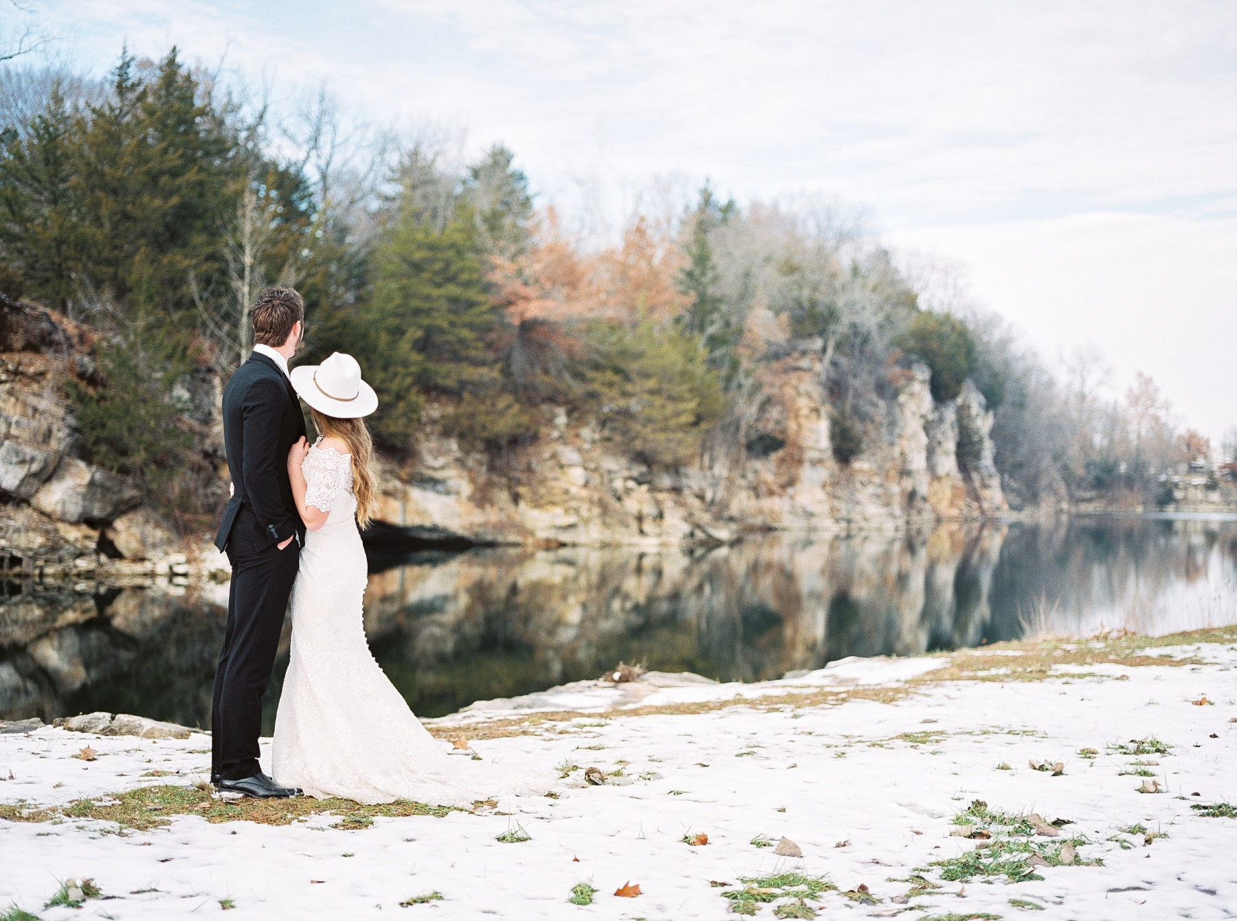 Snowy Winter Wedding at Wildcliff Events Lake With Earthy Jewel Tones and Organic Refined Style by Kelsi Kliethermes Photography Kansas City Missouri Wedding Photographer_0069.jpg